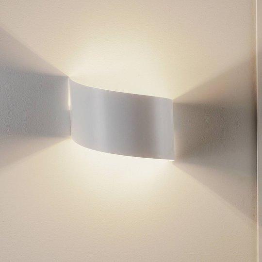 Vegglampe Vero av hvitt lakkert stål