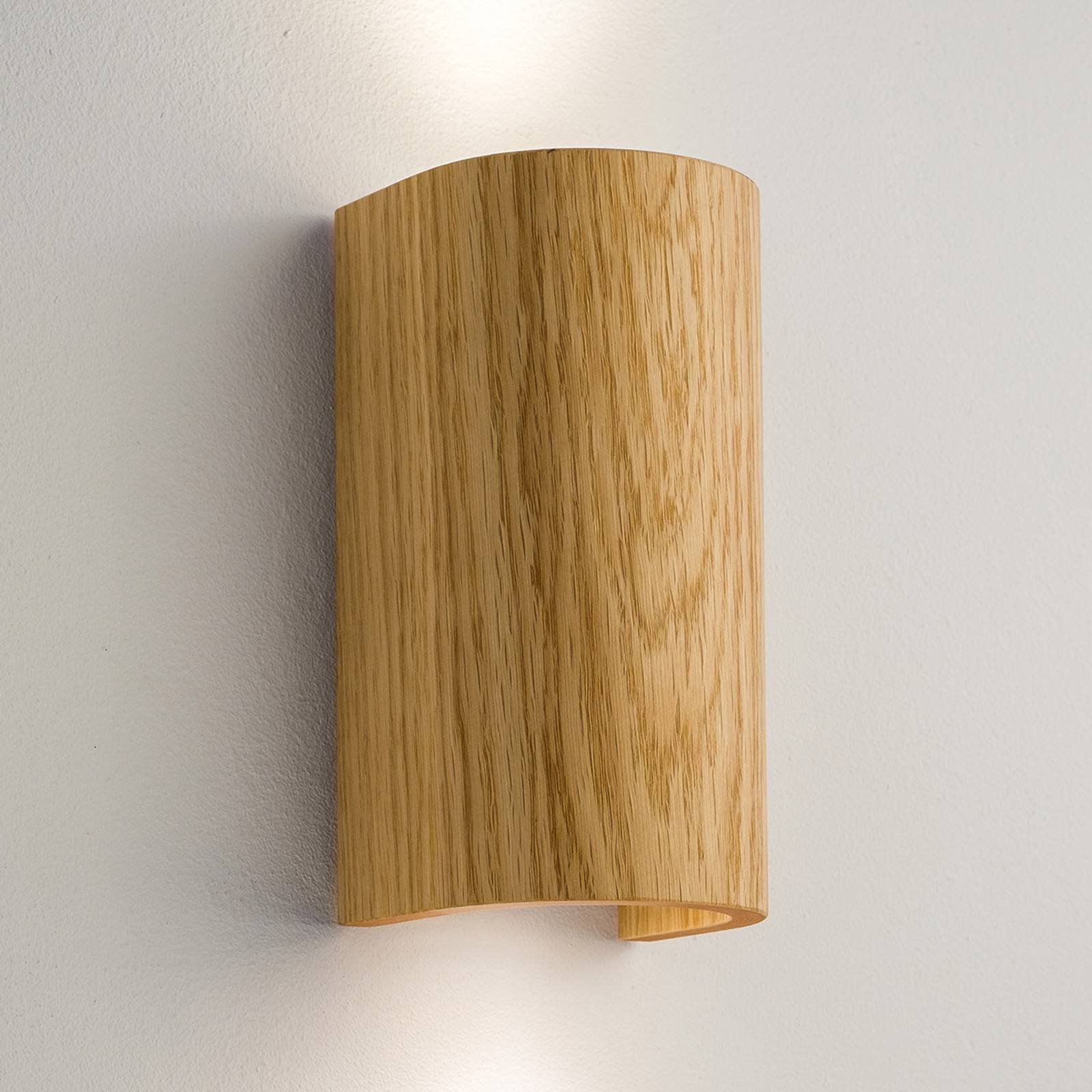 Tube vegglampe i eik 17,5 cm
