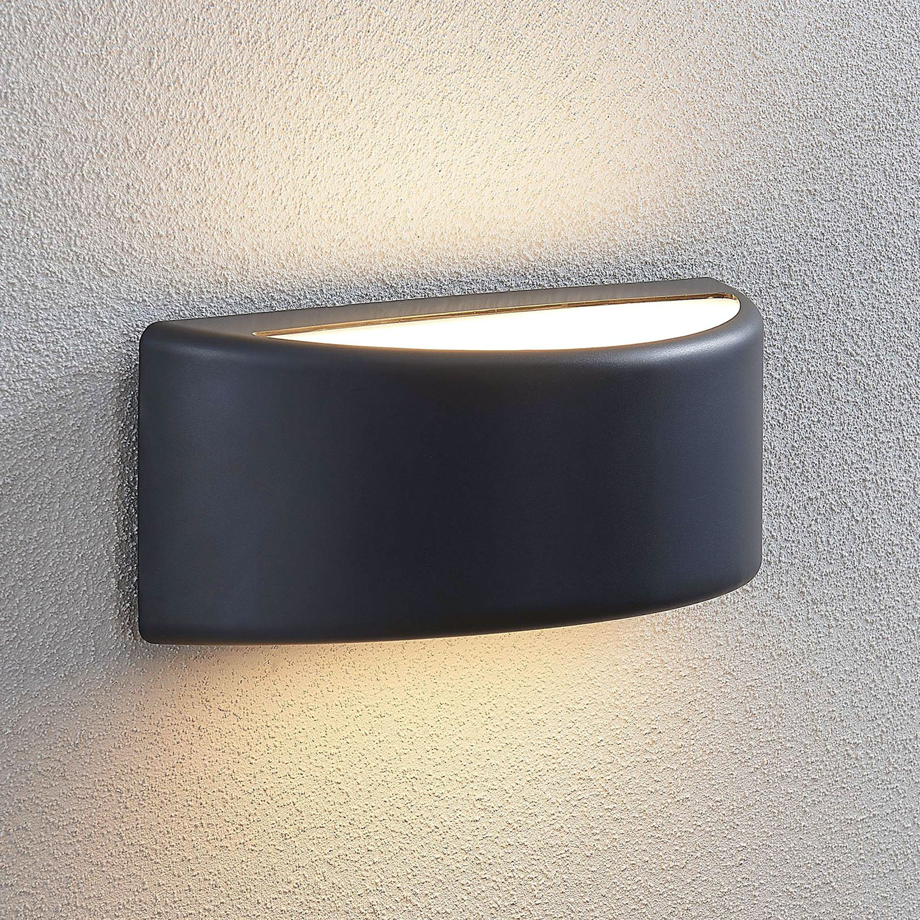 Utendørs LED-vegglampe Alaiza, IP65, halvrund