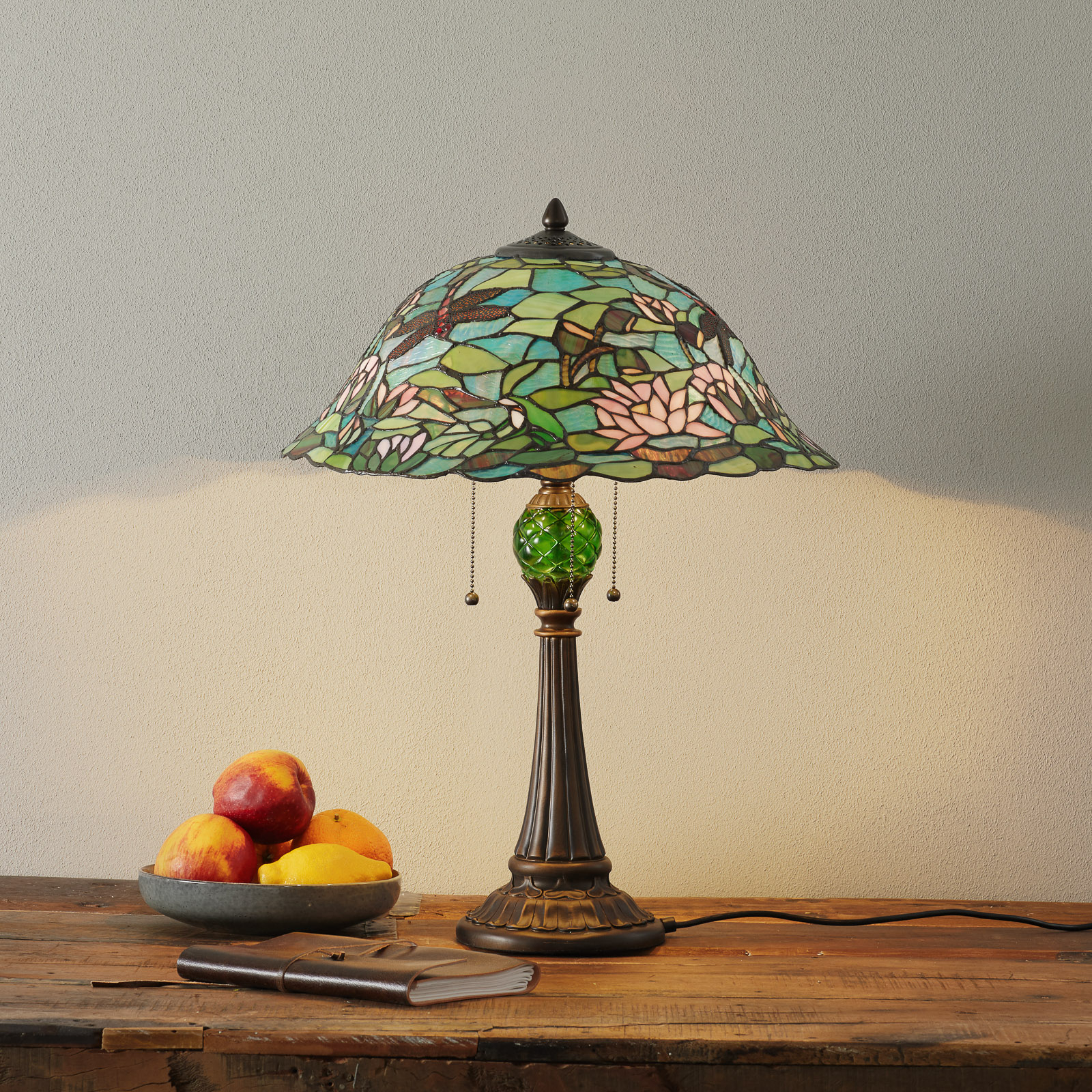 Lumoava Tiffany-tyylinen Waterlily-pöytävalaisin