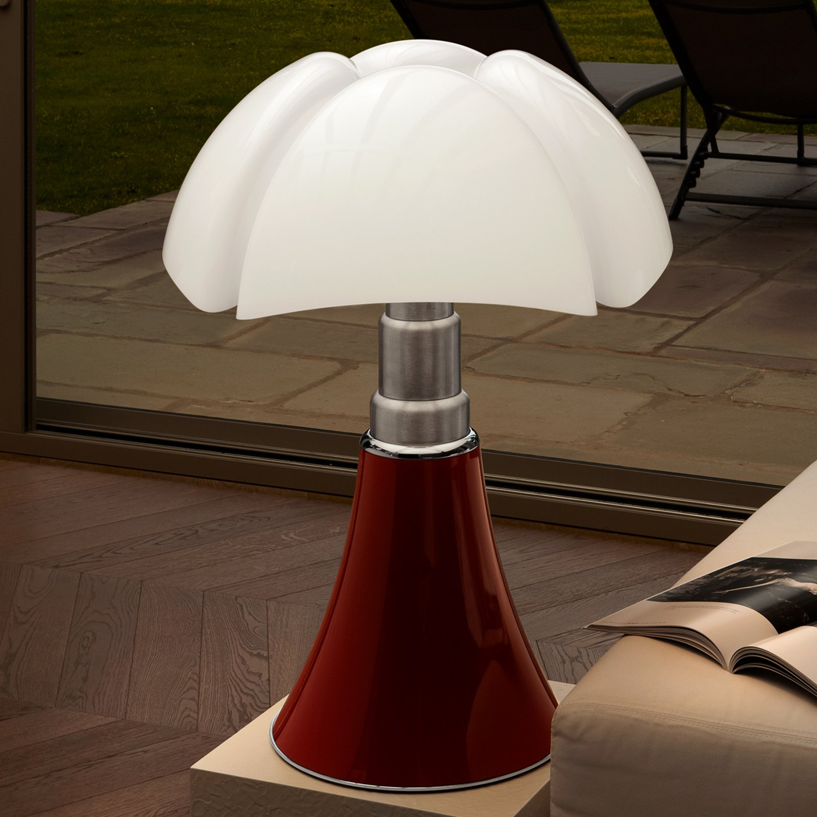 Høyderegulerbar bordlampe PIPISTRELLO, rød