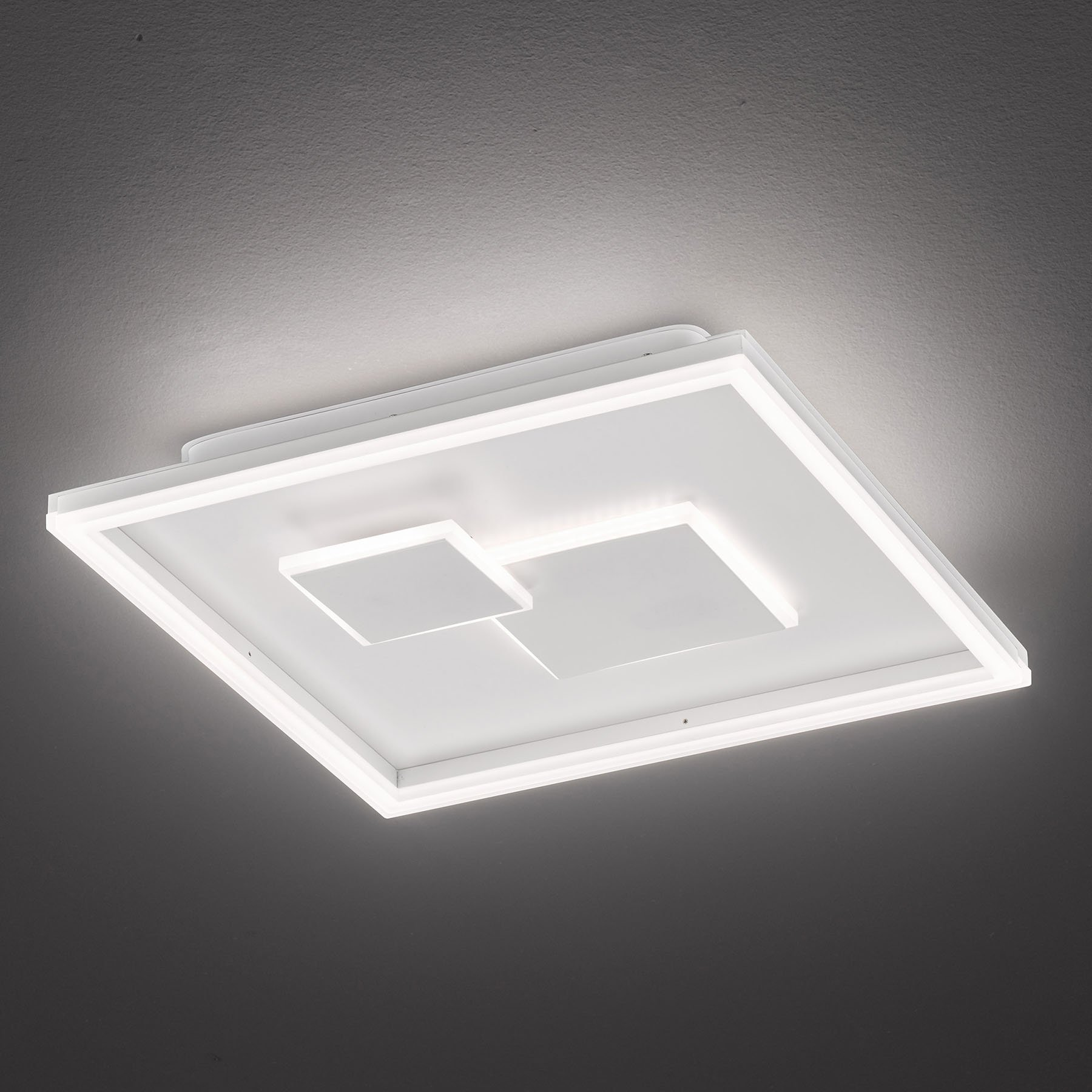 LED-taklampe Nadra, dimbar i tre trinn, kantet