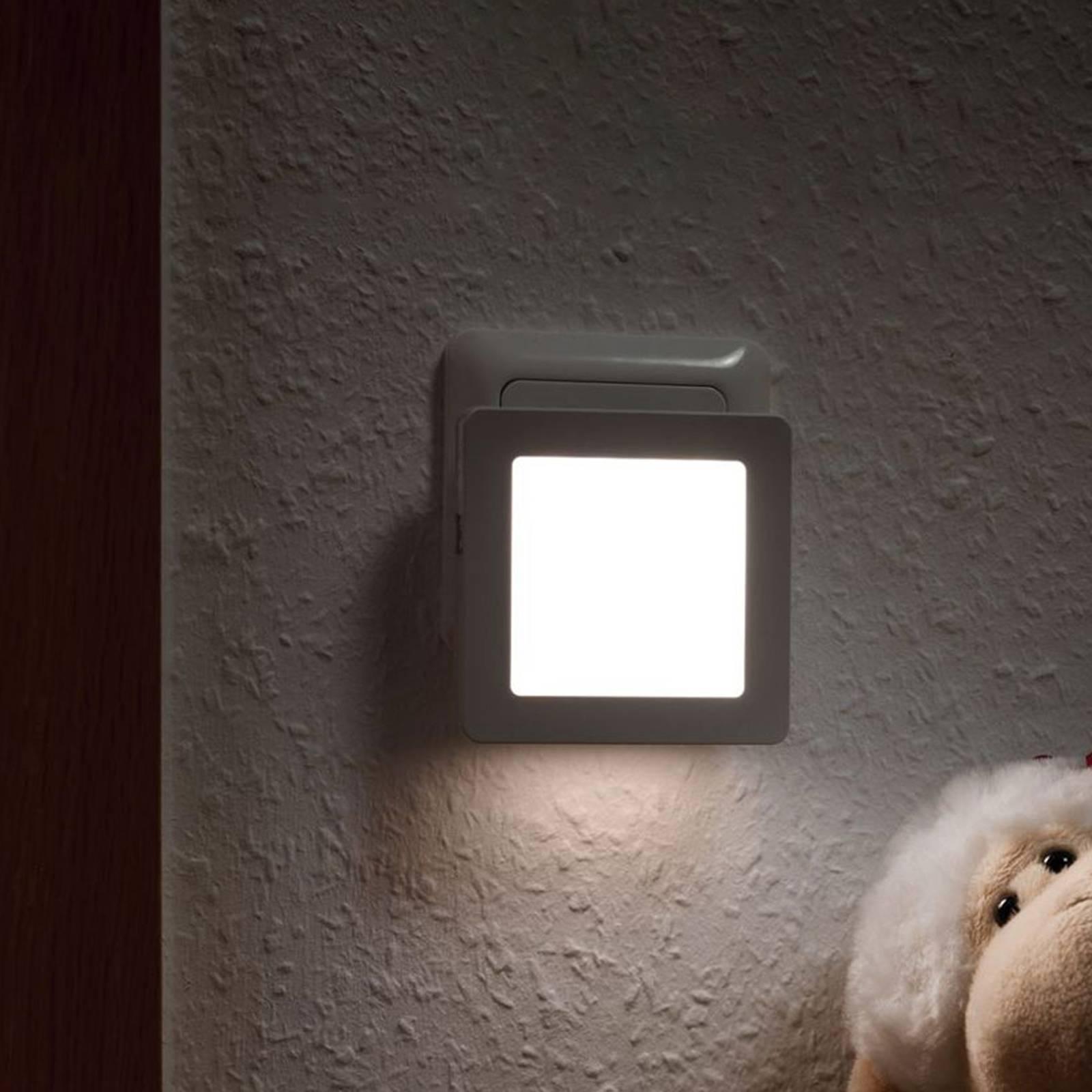 Paulmann Esby -LED-yövalo, pistorasia, kulmikas