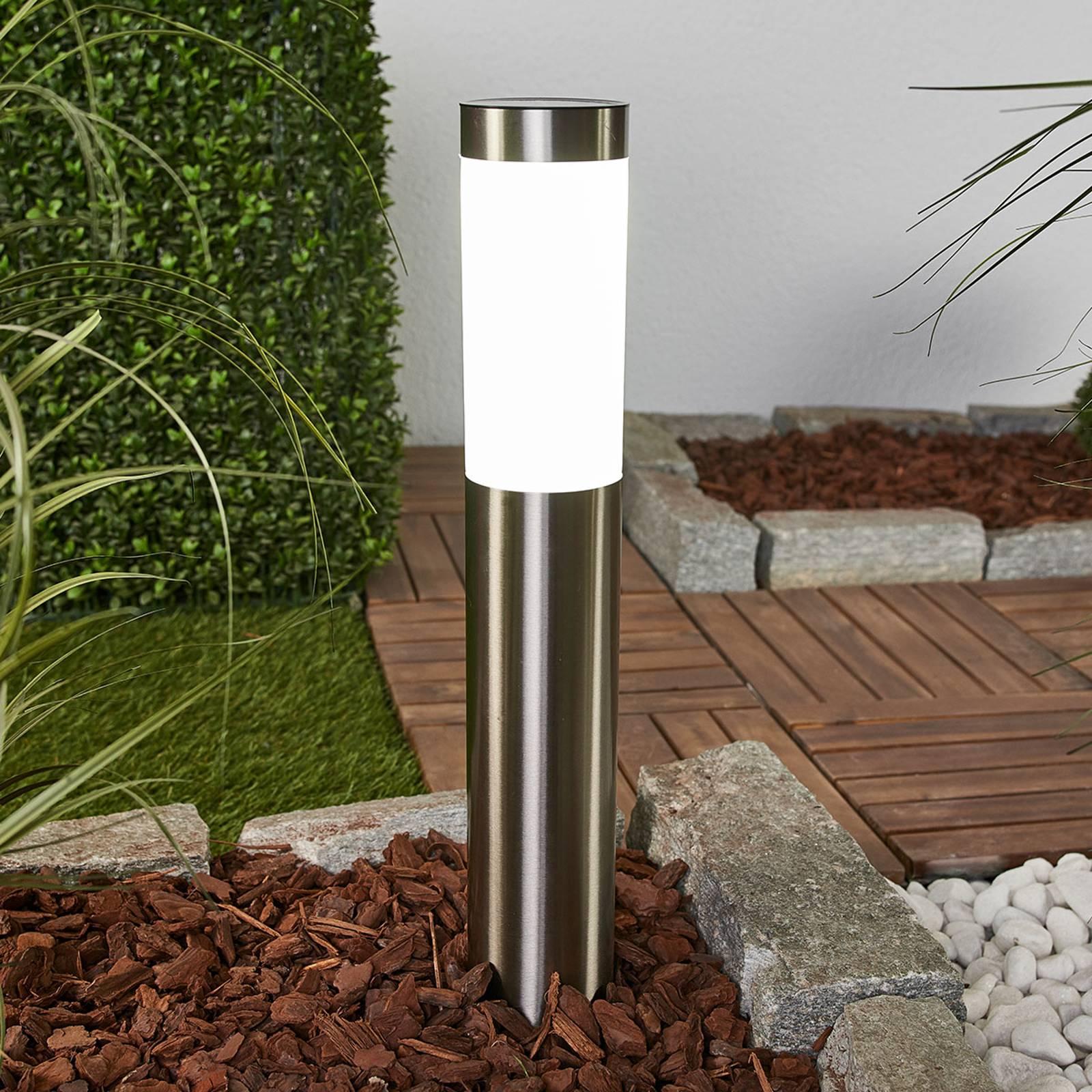 Aleeza – aurinkokäyttöinen LED-lamppu maapiikillä
