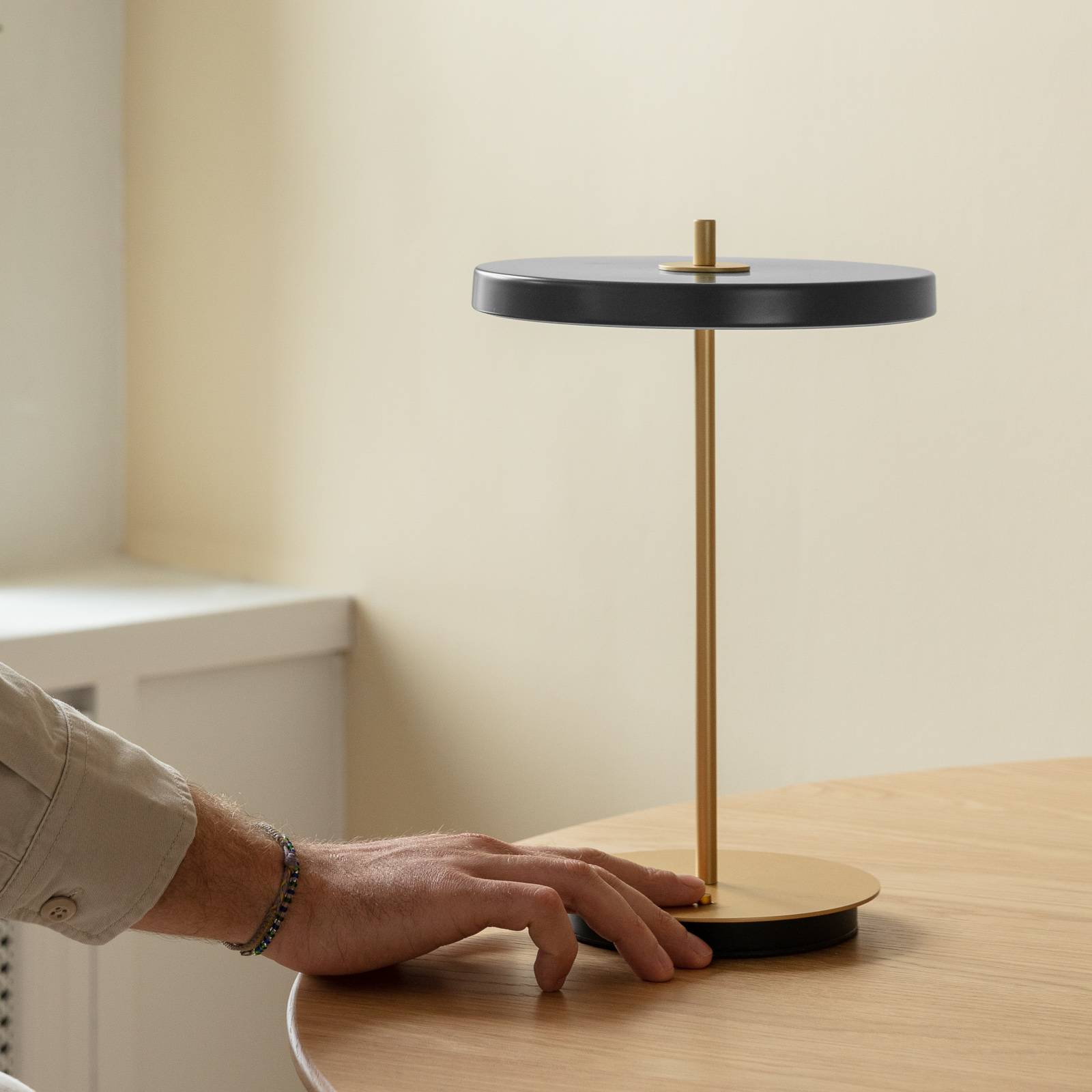 UMAGE -LED-pöytälamppu Asteria move, antrasiitti