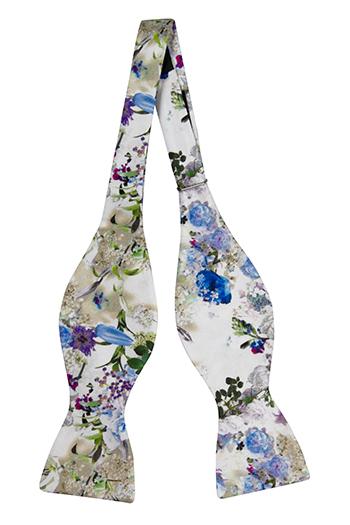 Silke Sløyfer Uknyttede, Blå, hvite og lilla blomster på hvitt, Hvit, Blomstrete