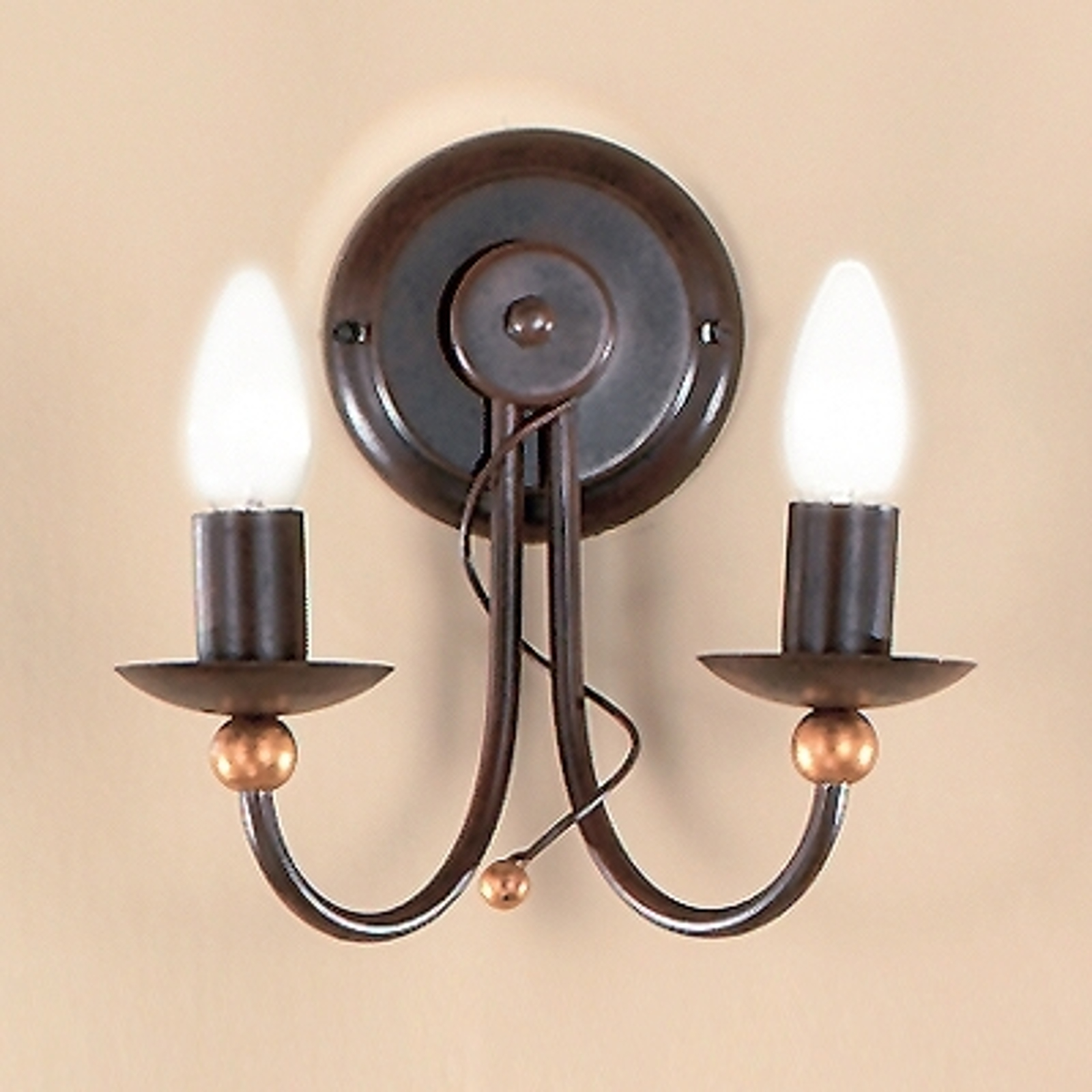 2-lamp. maalaishenkinen GARDA-seinävalaisin