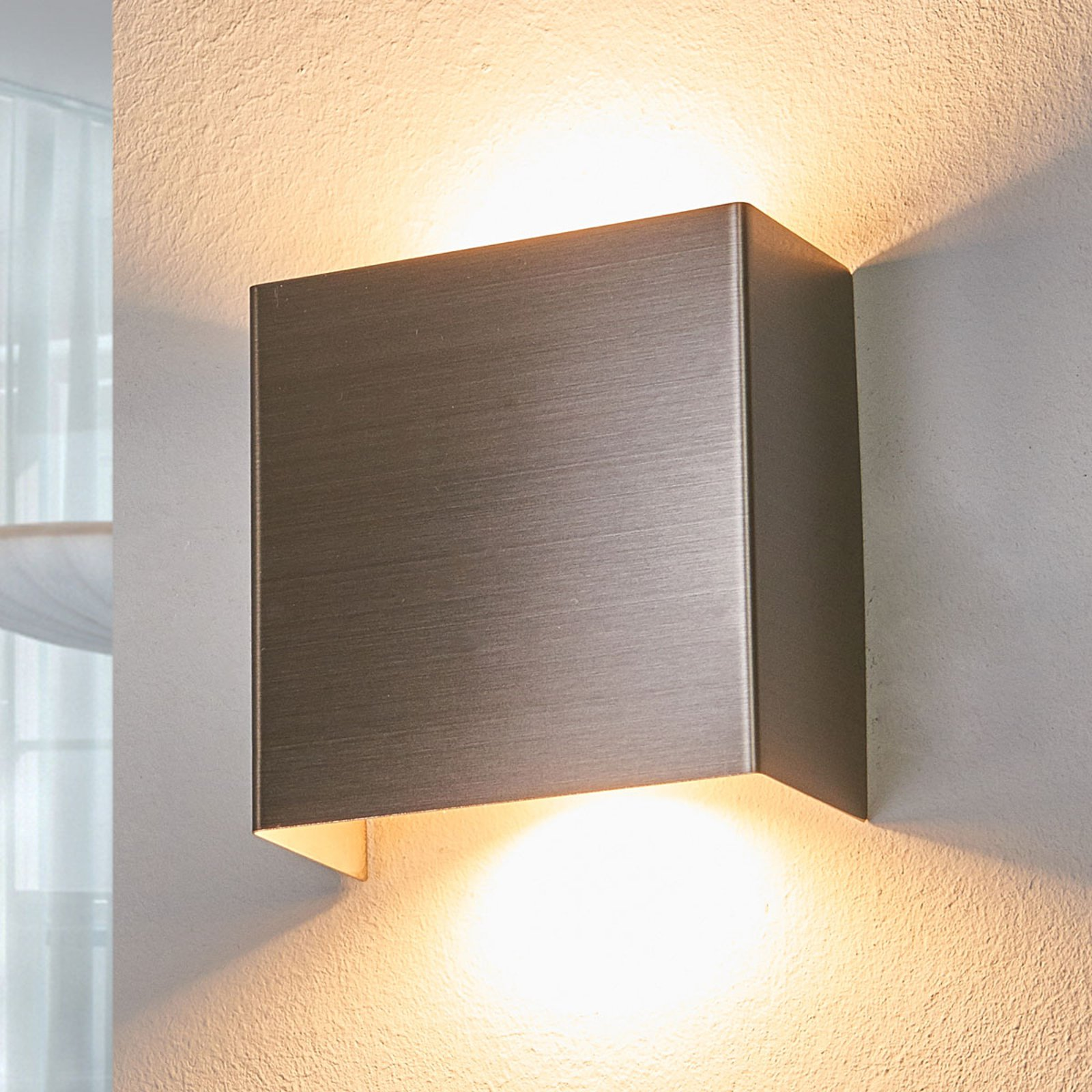 LED-vegglampe Manon, satinert nikkel, 10,5 cm
