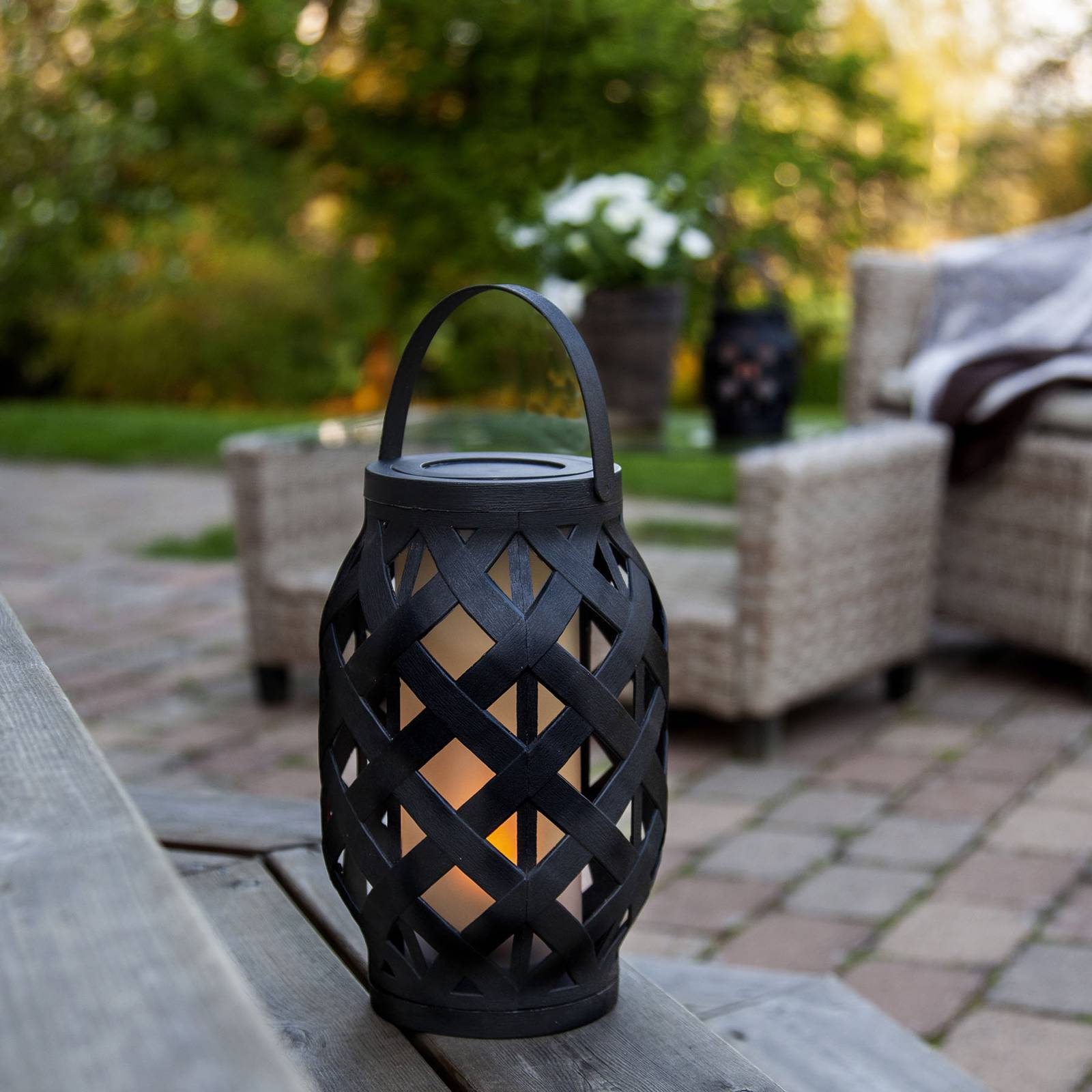 Flame Lantern -LED-lyhty, musta, korkeus 23 cm