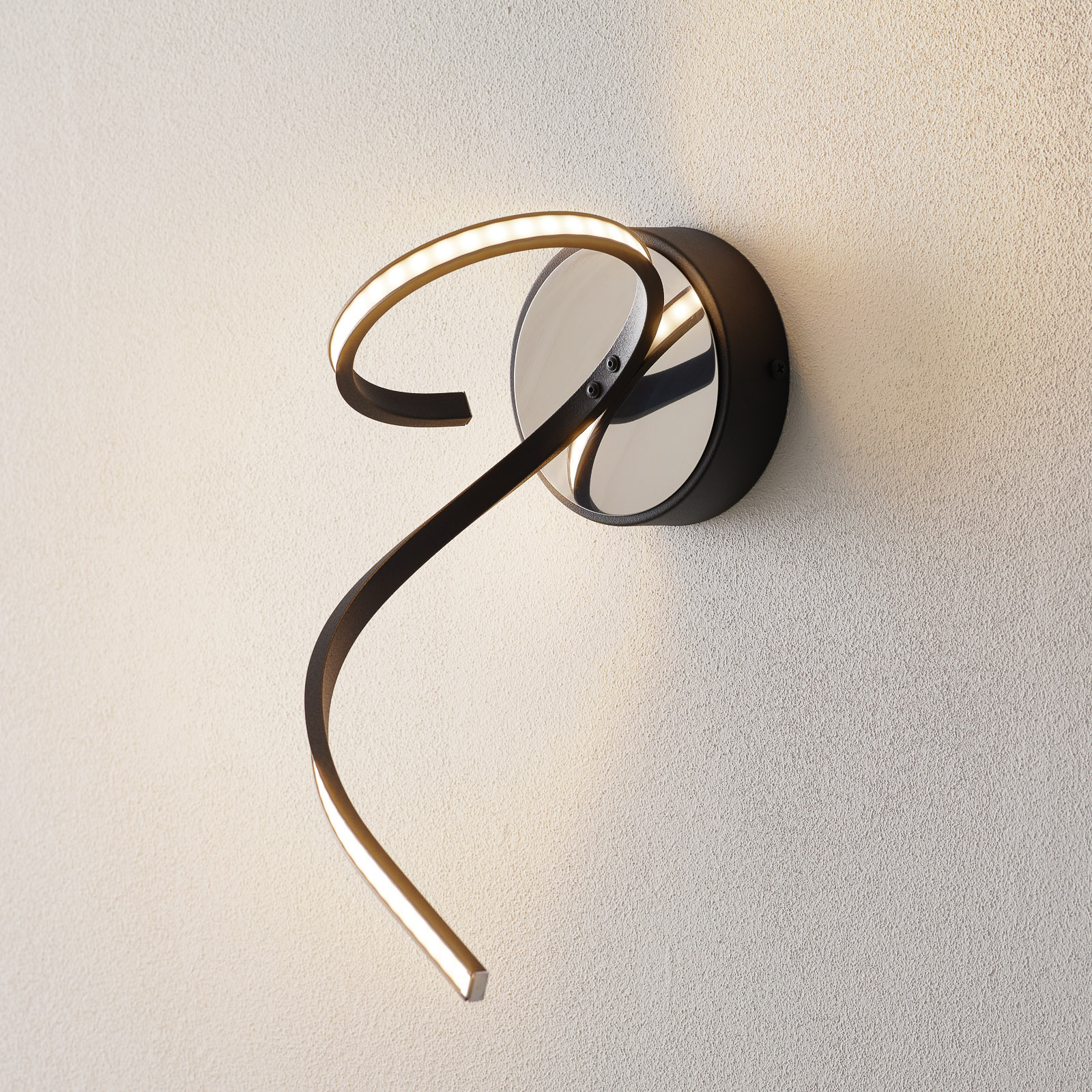 LED-seinävalaisin Lungo, moderni design, musta