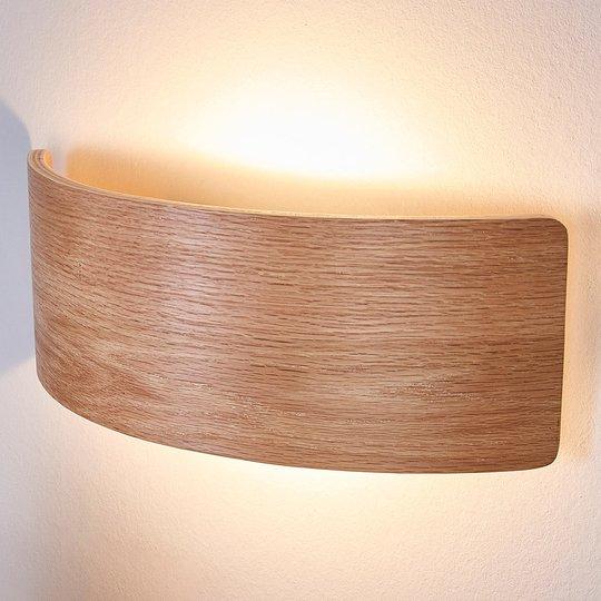 Houkutteleva puu-seinävalaisin Rafailia LEDeillä