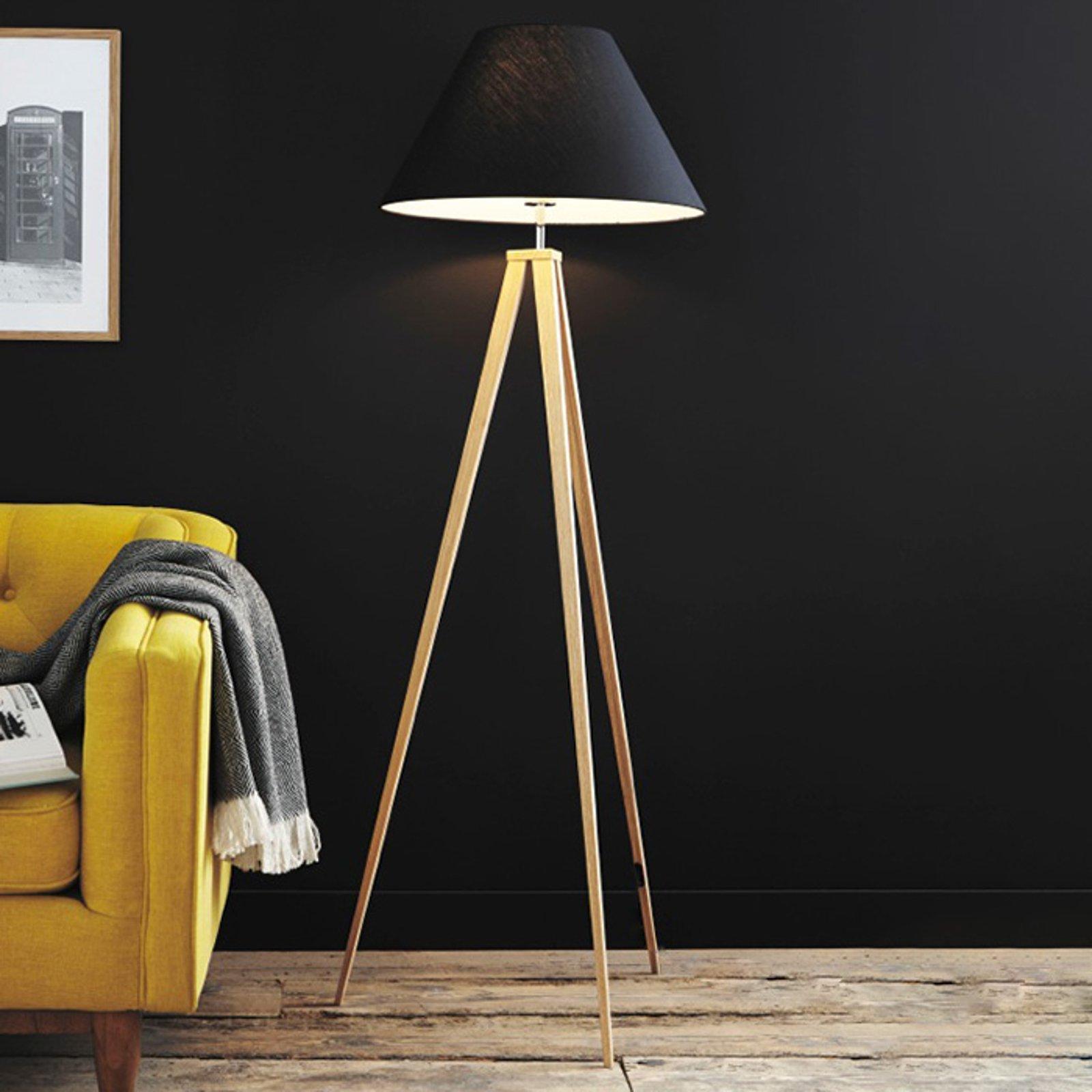 Jolli tre-gulvlampe med tekstilskjerm