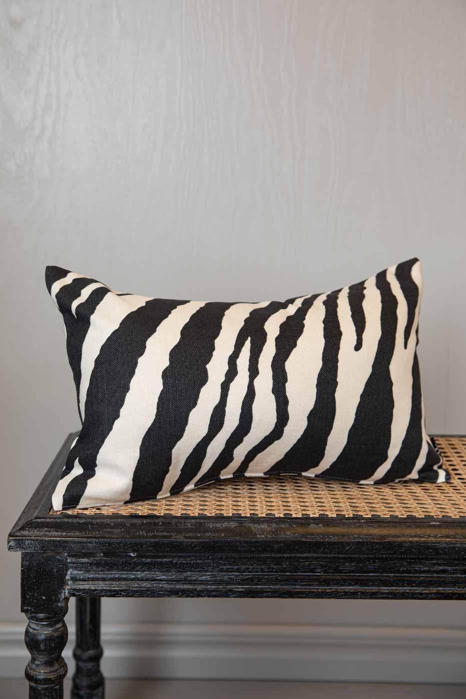 Kuddfodral Zebra 30x50 svart
