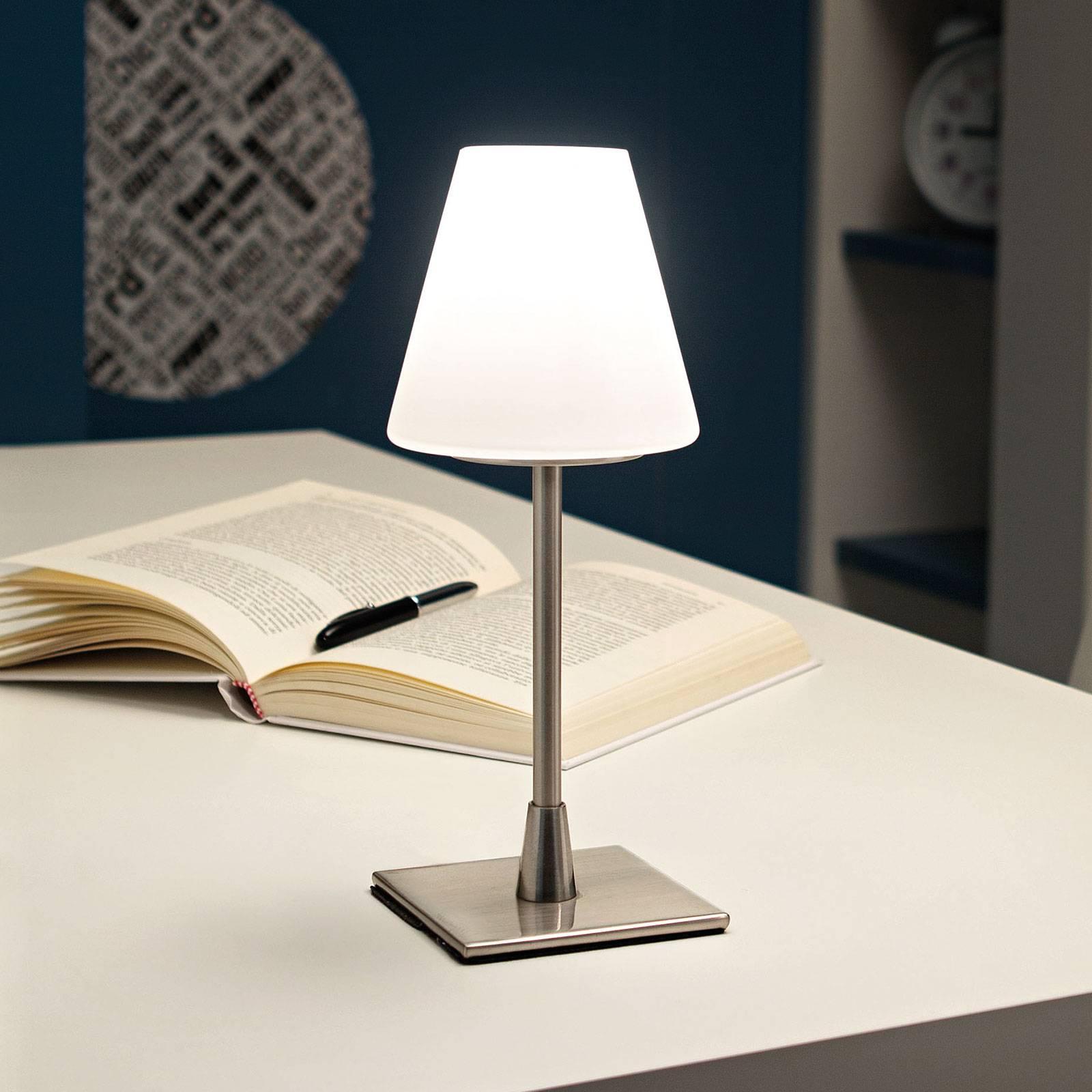 LED-pöytälamppu Lucy kosketushimmentimellä, kromi
