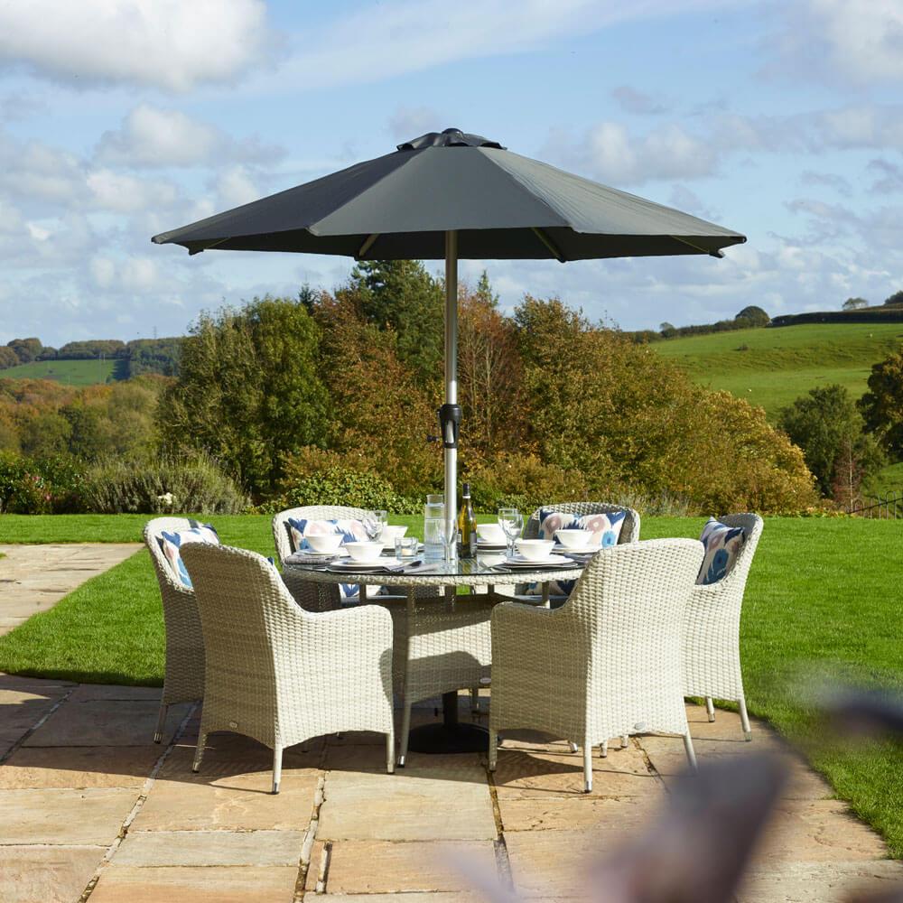 2021 Bramblecrest Tetbury 6-Seat Round Garden Dining Table Set With Parasol - Cloud