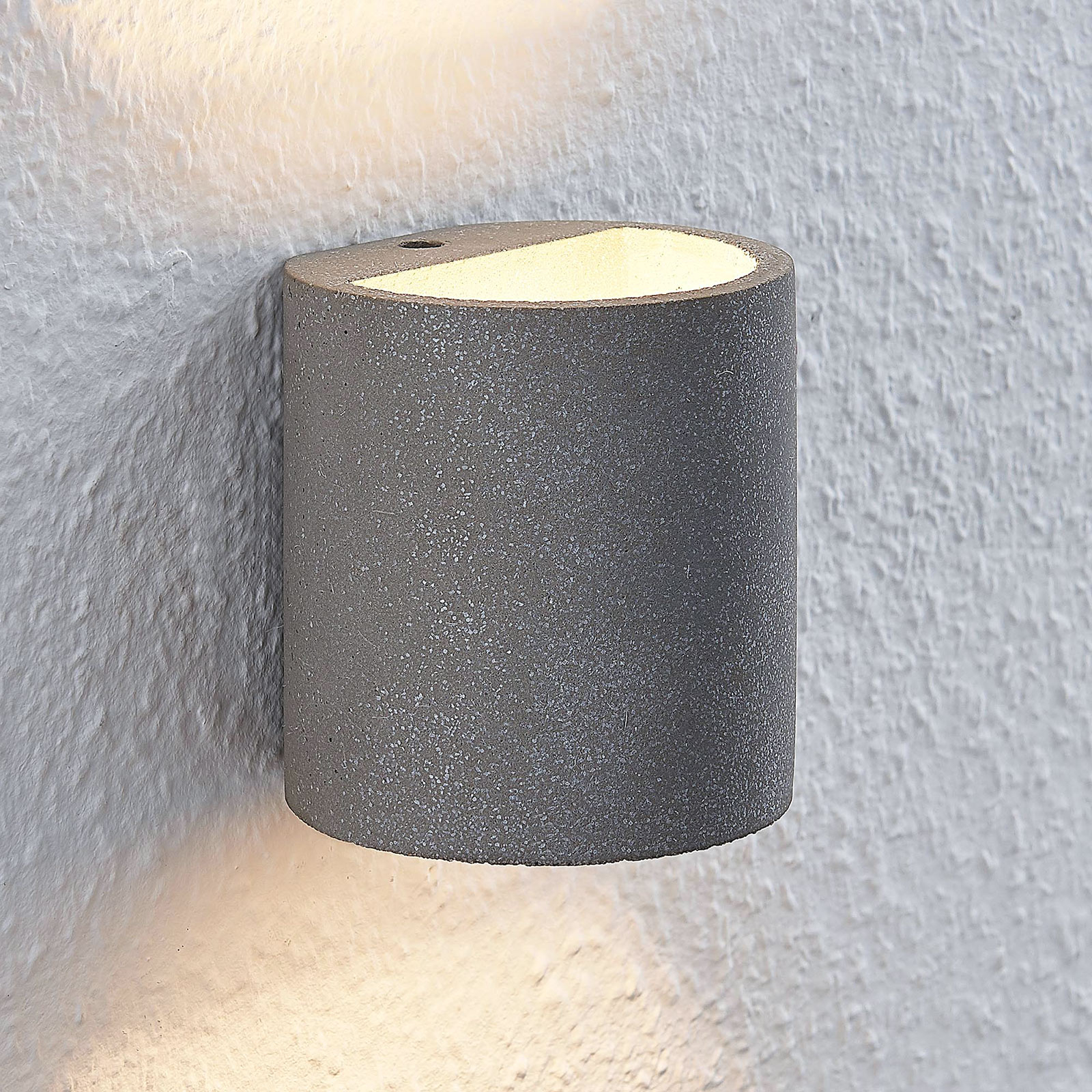 Lindby Edvin LED-seinävalaisin betonista, lieriö