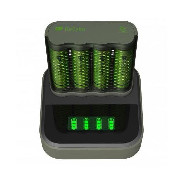 GP Batteries ReCyko Speed M451 Akkulaturi AA-paristoilla ja latausasemalla