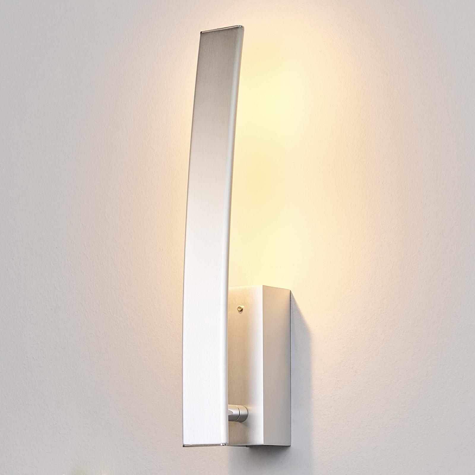 Korkealaatuinen LED-seinävalaisin Xalu kytkimellä