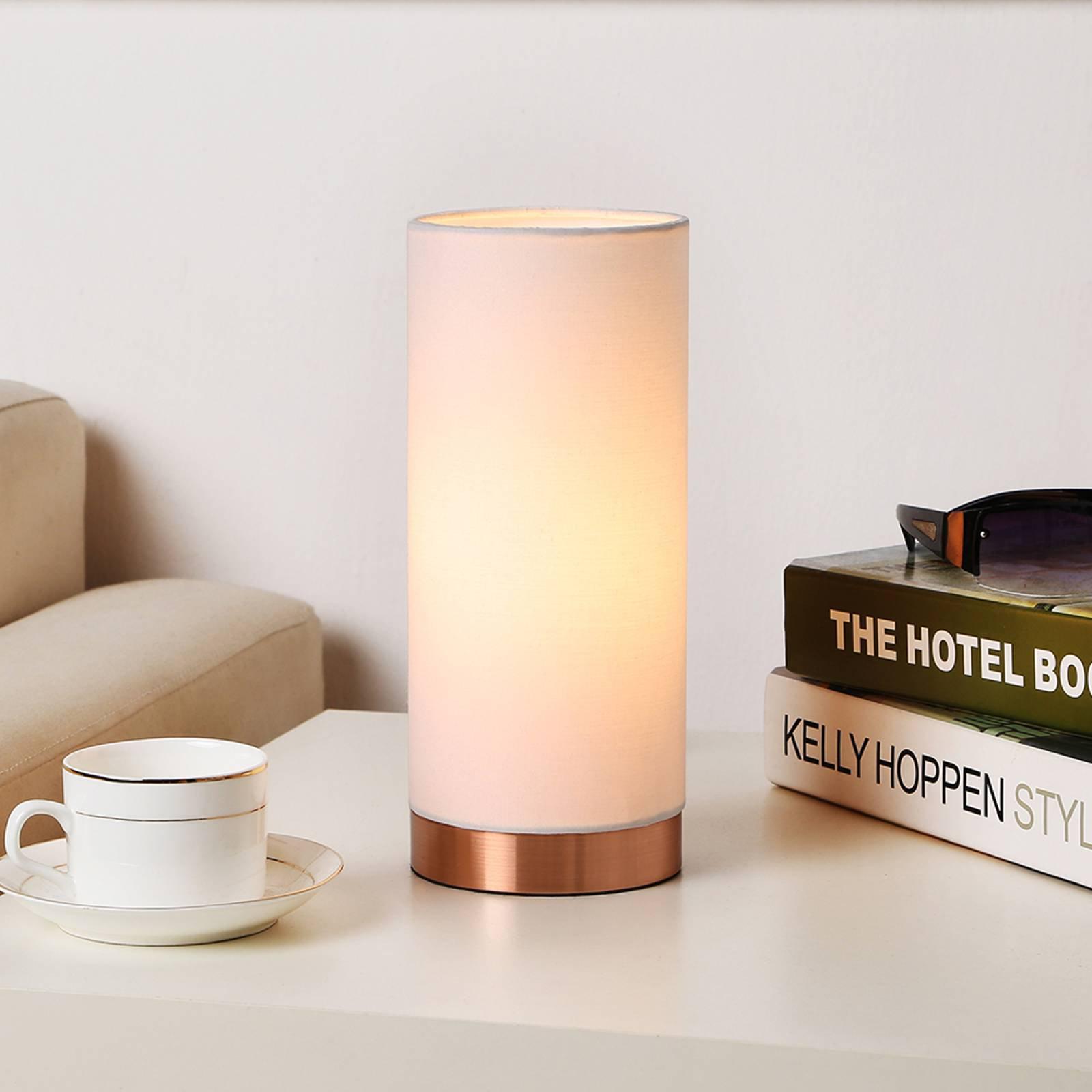 Hvit bordlampe Ronja med kobberfarget fot