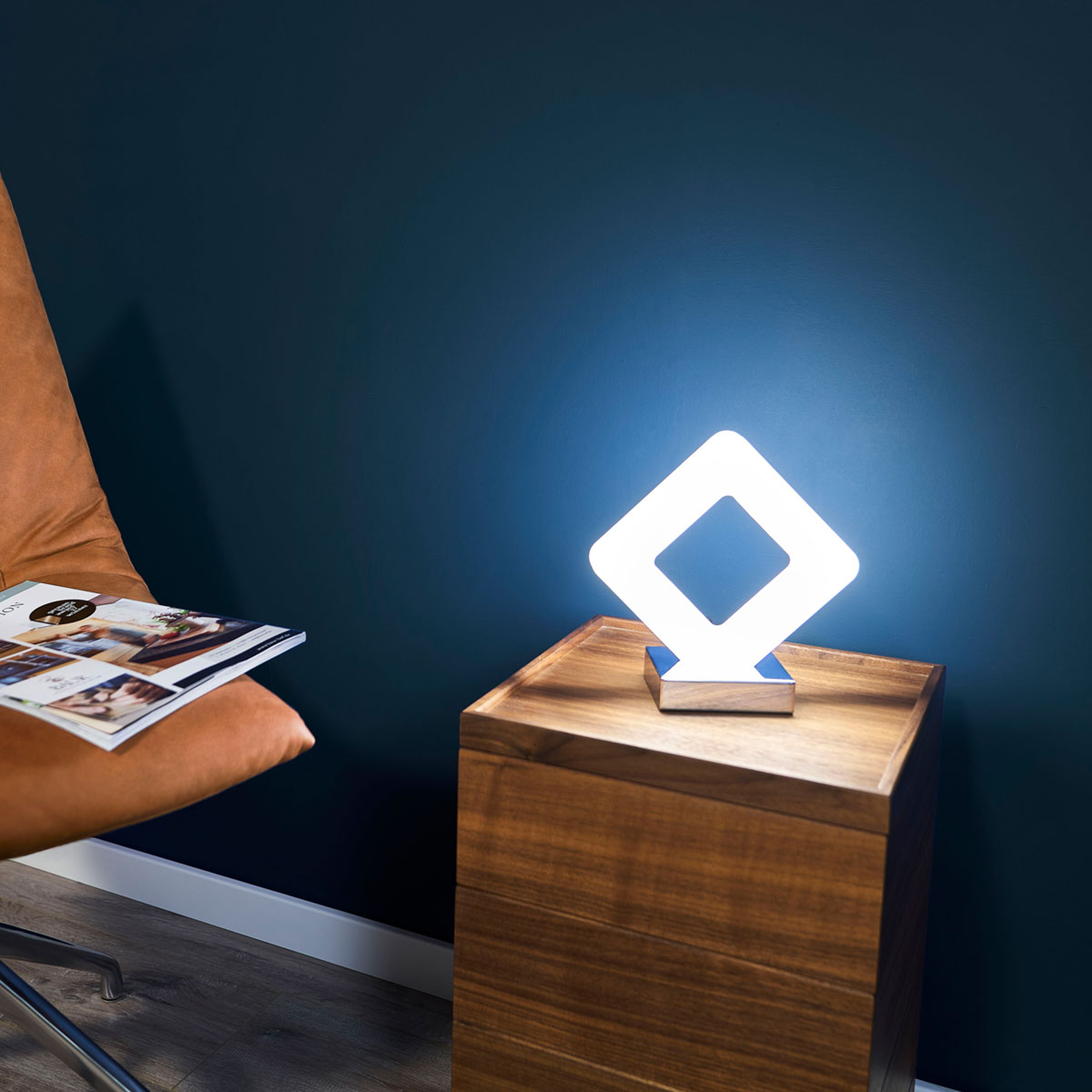 Suoralinjainen LED-pöytävalaisin Pori