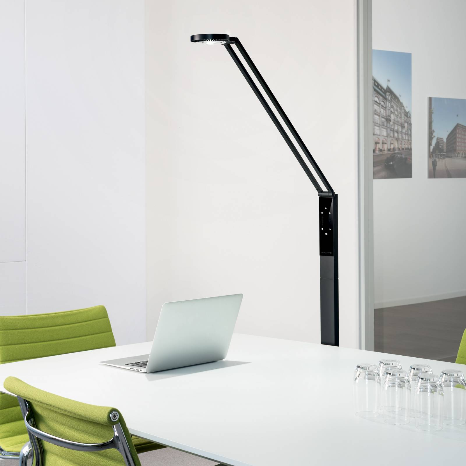 Luctra Floor Radial LED-lattiavalaisin musta