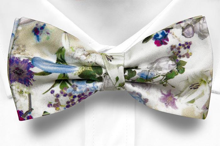 Silke Sløyfer Knyttede, Blå, hvite og lilla blomster på hvitt, Hvit, Blomstrete