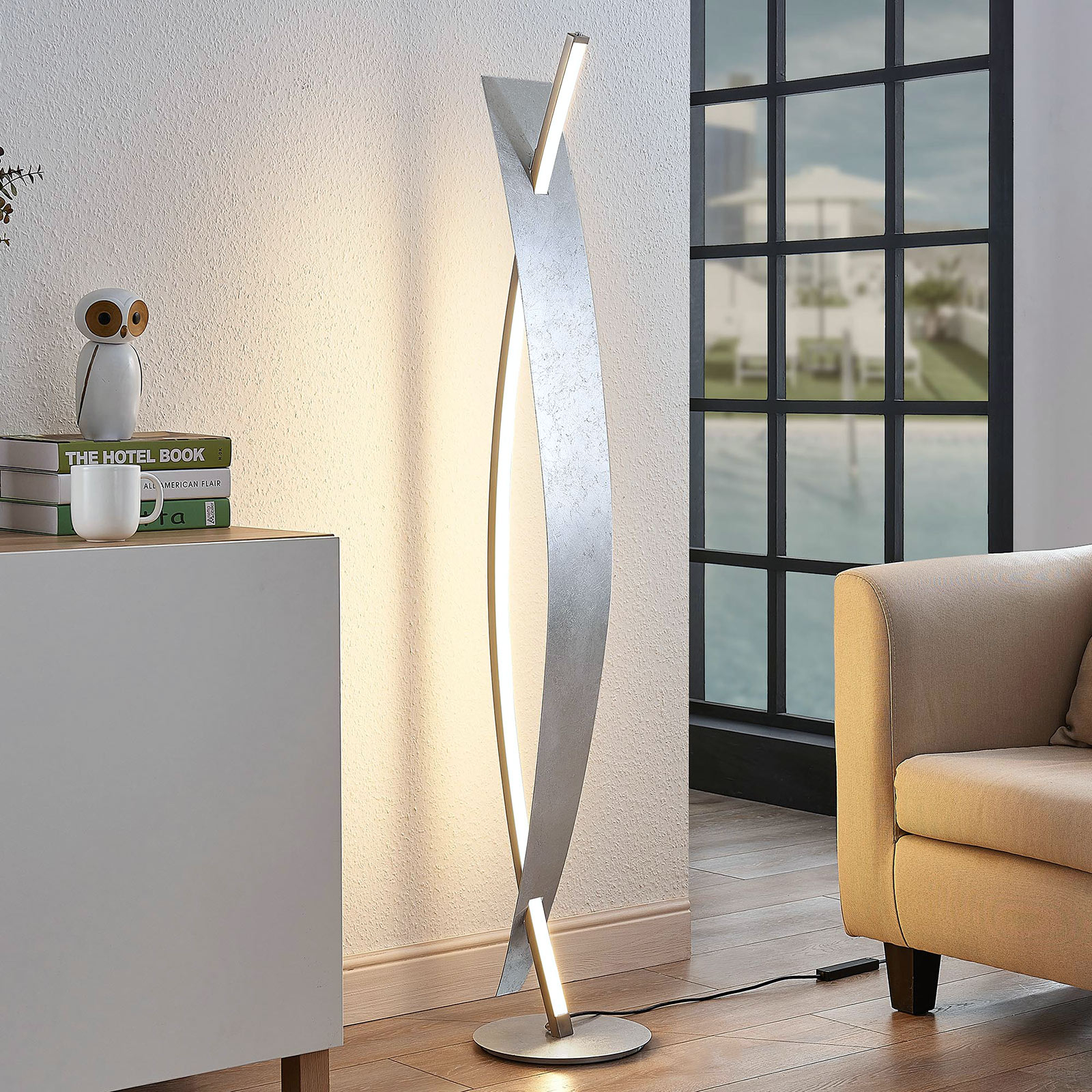 LED-lattiavalaisin Marija, hopeanvärinen