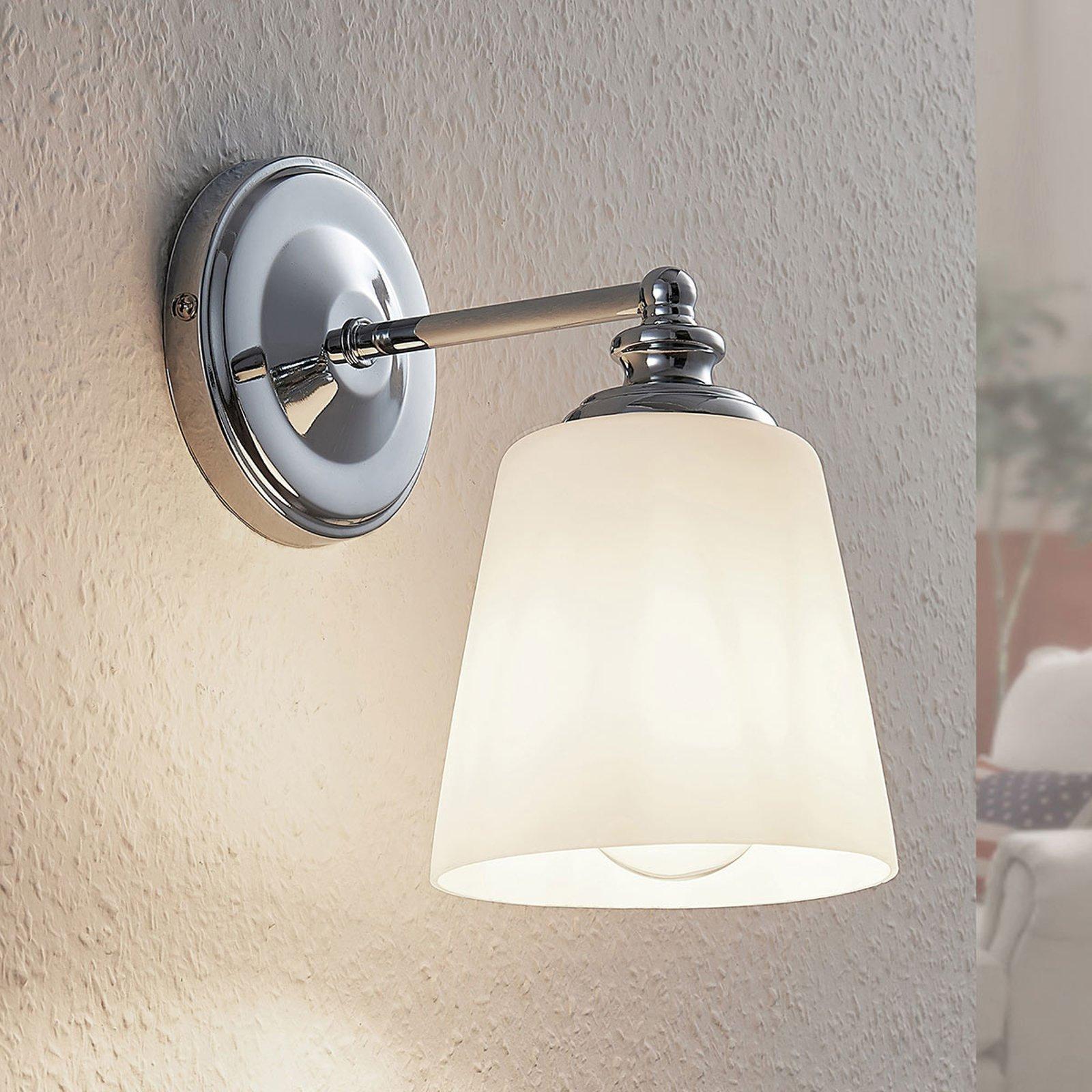 Vegglampe Yola med glasskjerm, krom