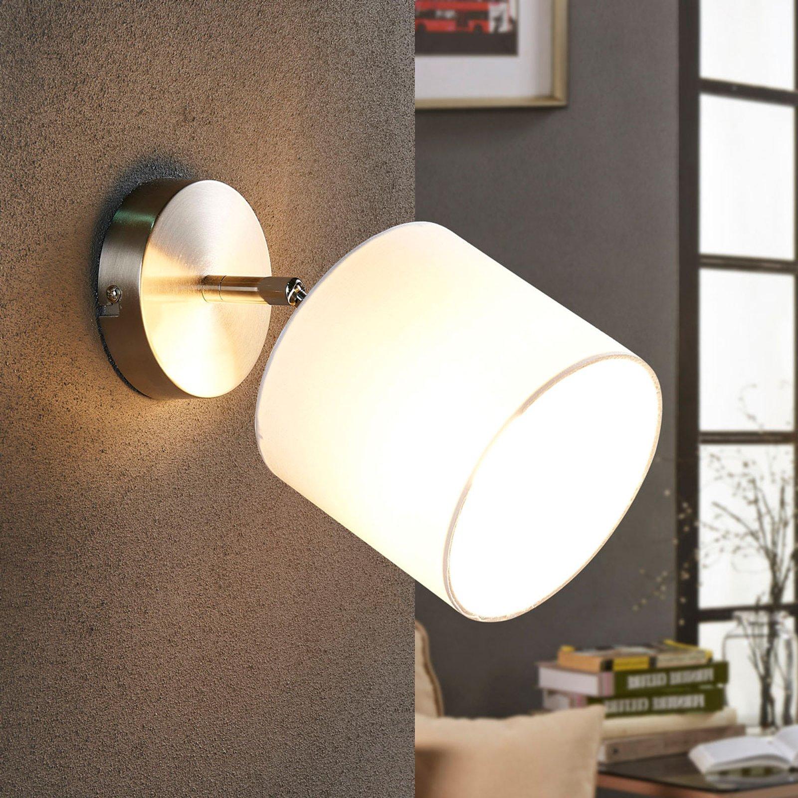 LED-vegglampe med stoffskjerm i hvit