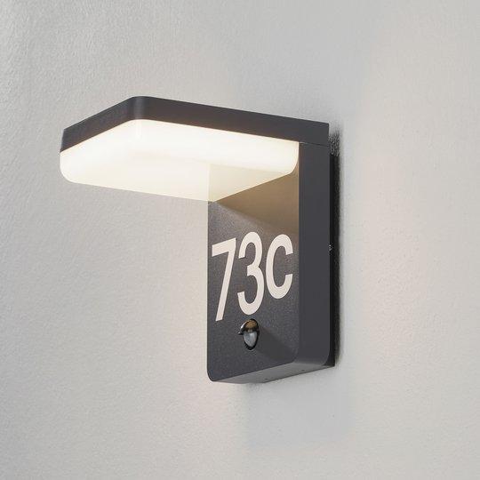 LED-talonnumerovalaisin Amarosi tunnistimella