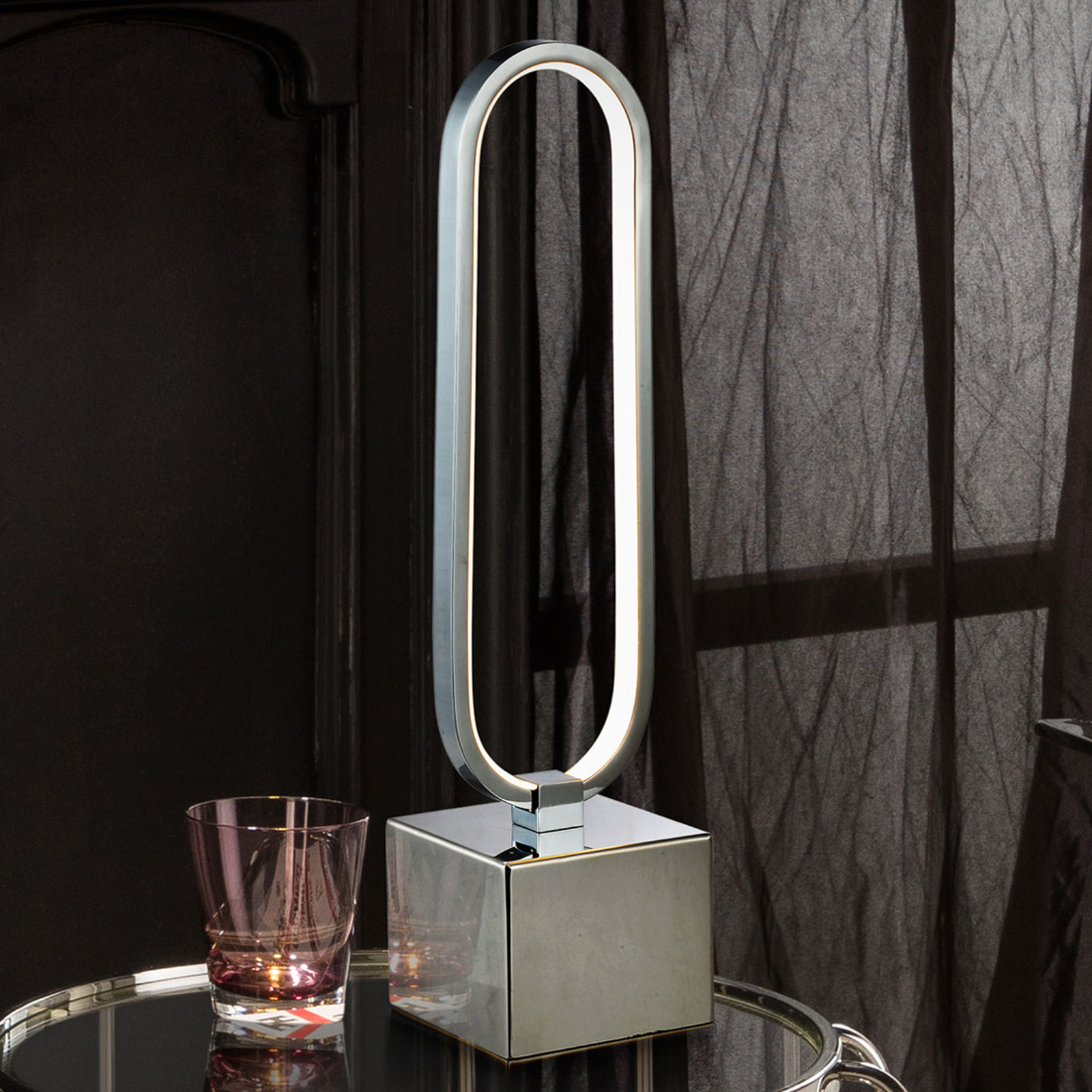 LED-pöytälamppu Colette, upea muotoilu, kromi