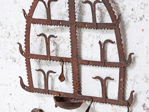 Traditional Diya Rack - Small Domed Toran Brown