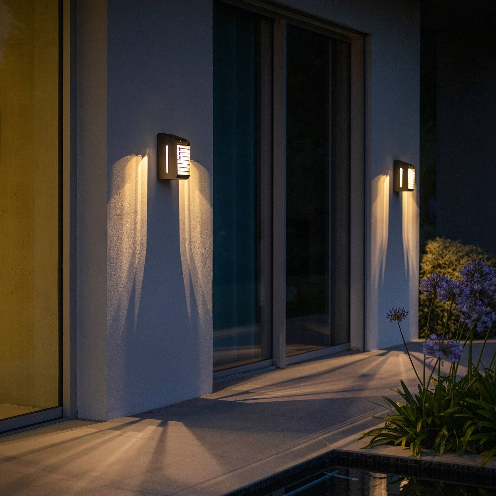 Aurinkokäyttöinen LED-seinälamppu Corner anturilla