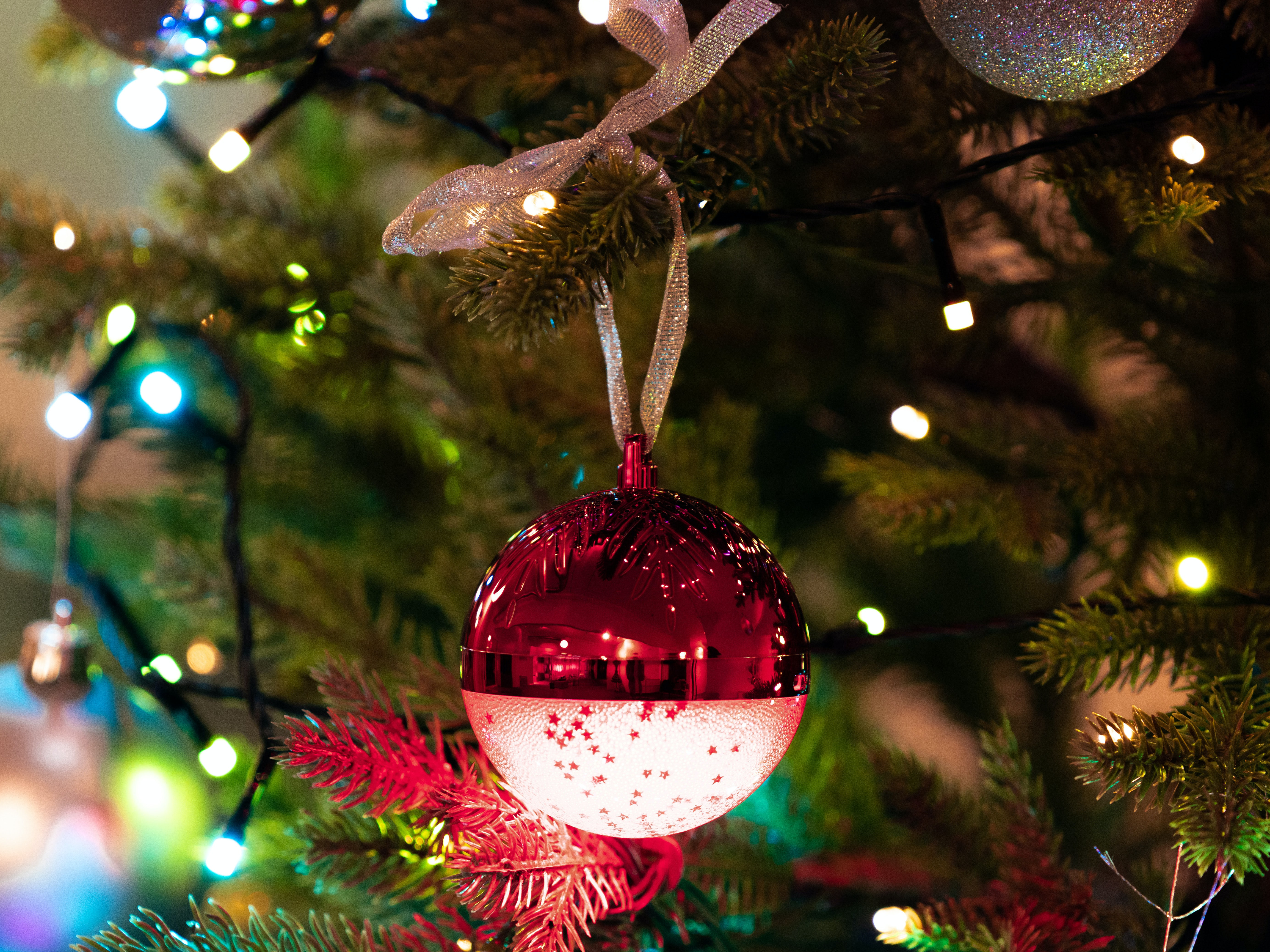 Spralla LED-Julgranskula med Högtalare