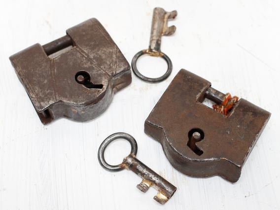 Old Iron padlock - Large