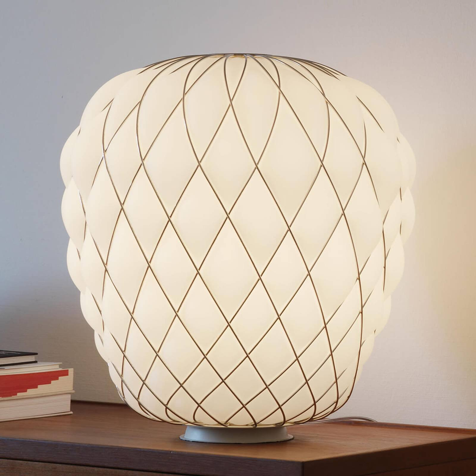 Designer bordlampe Pinecone av melkeglass
