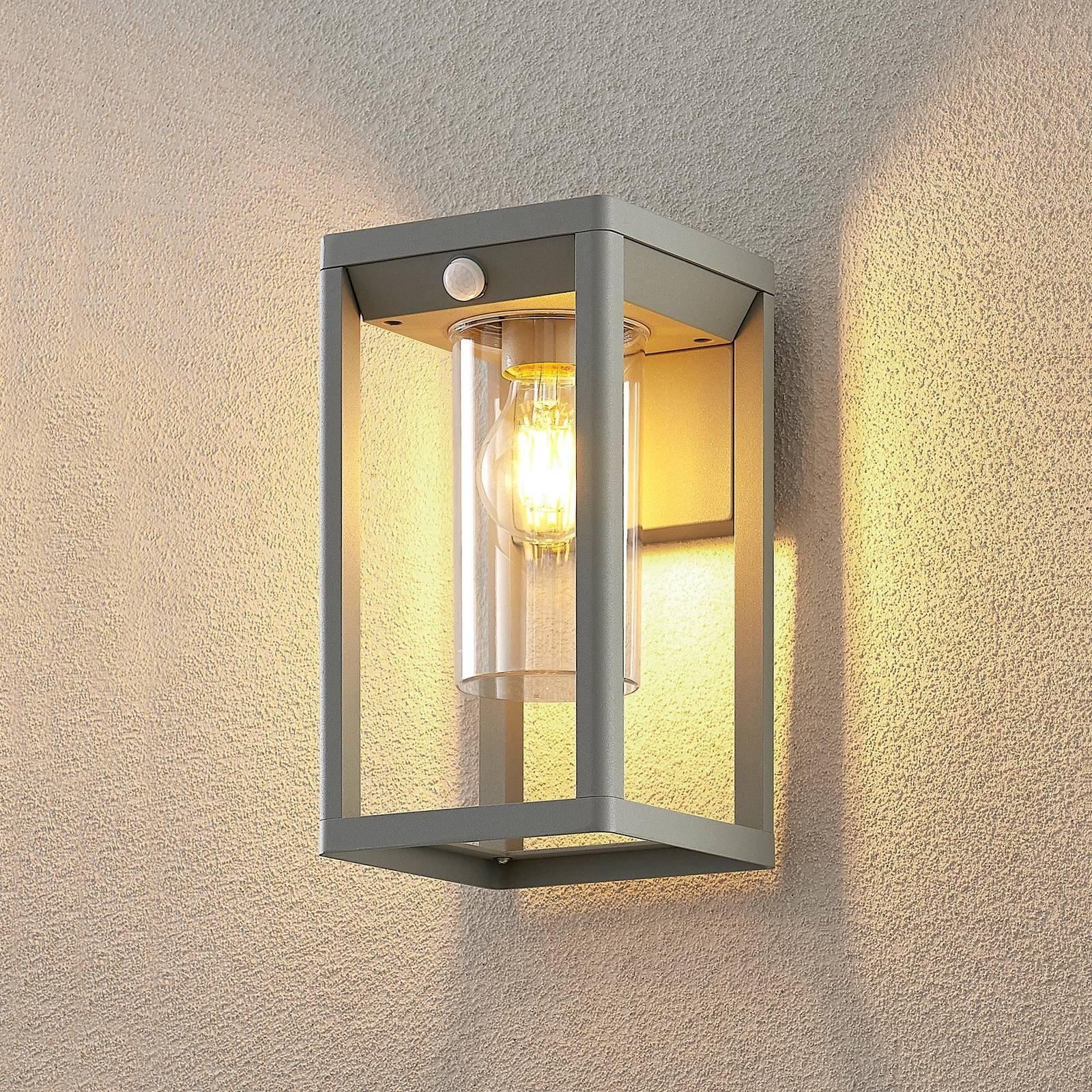 Lindby Estemi utendørs vegglampe, sensor, sølvgrå