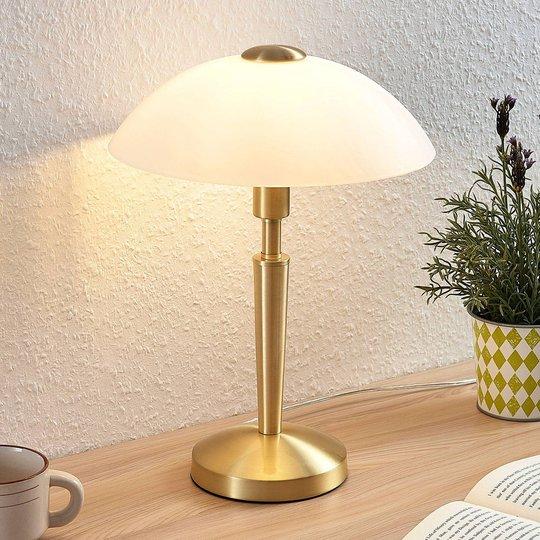 Bordlampe Tibby med en glasskjerm i antikk messing