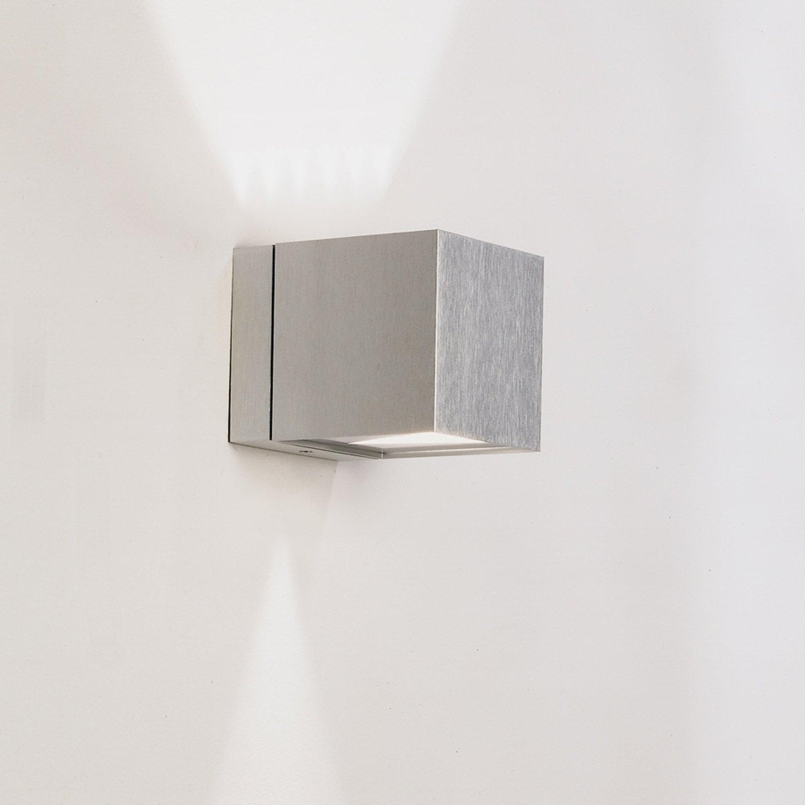 Vegglampe Dau med terningform up-og downlight alu