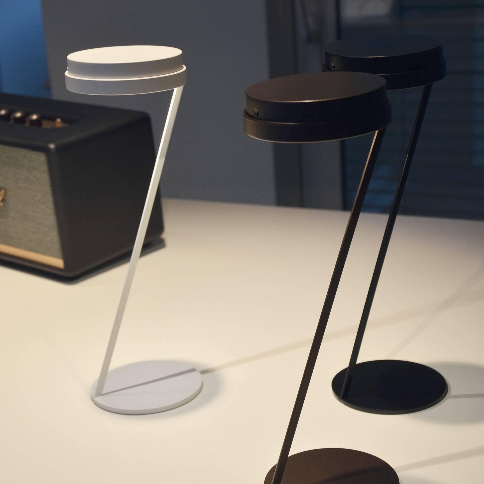 Knikerboker Zeta LED-sensor-bordlampe USB hvit