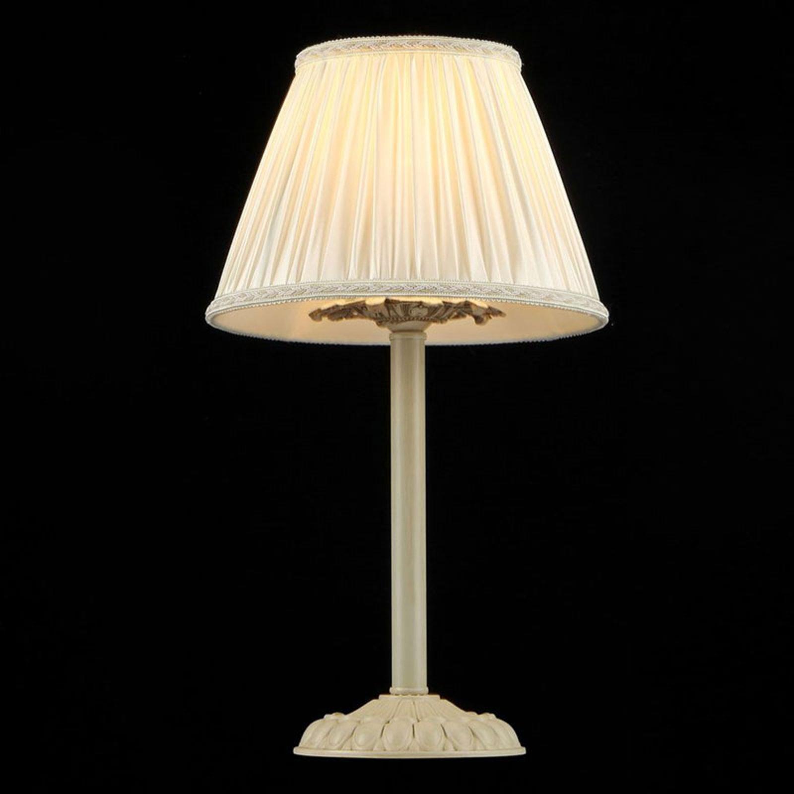 Bordlampen Olivia med kremfarget satengskjerm