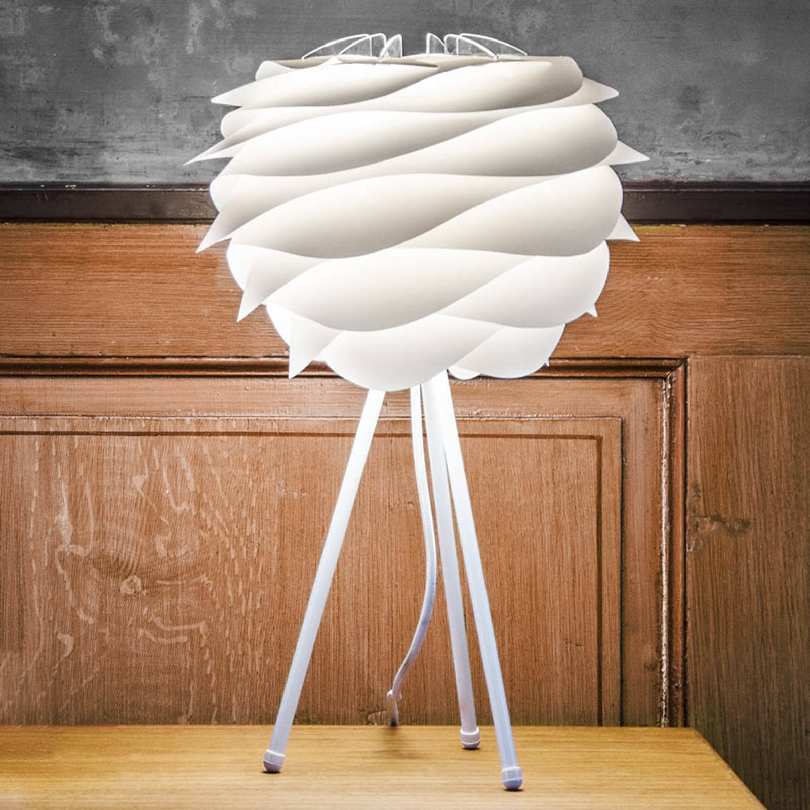 Hvit bordlampe Carmina med stativ med tre ben.
