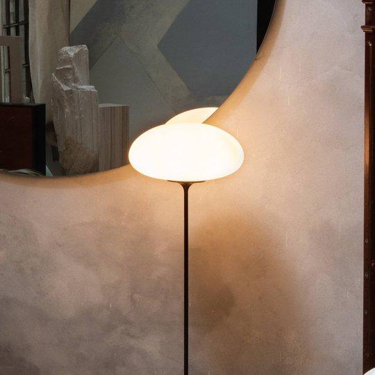 GUBI Stemlite gulvlampe, svart krom, 150 cm