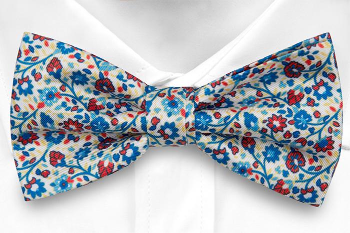 Silke Sløyfer Knyttede, Små blå & røde blomster på hvit base, Hvit, Blomster
