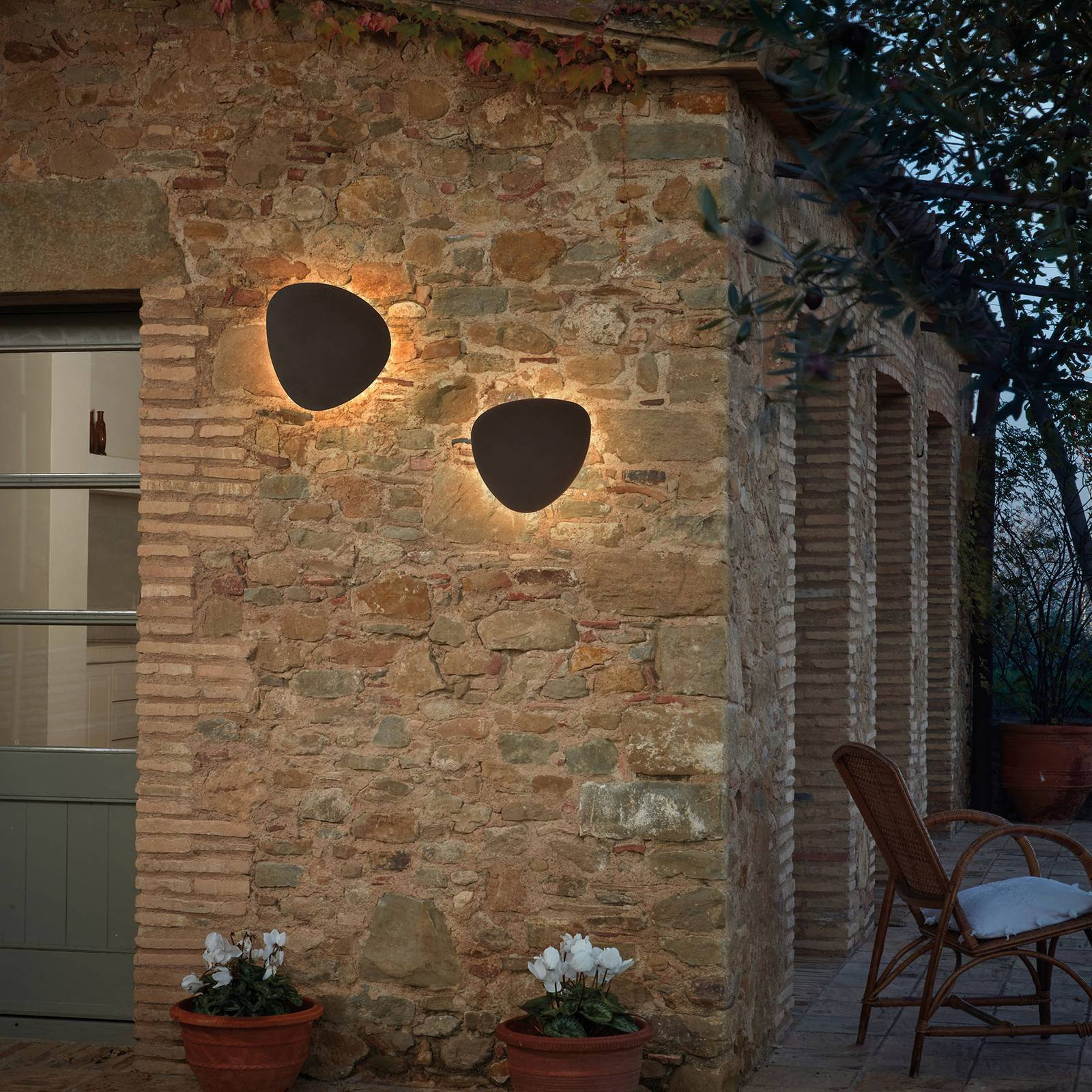 Bover Tria 05 utendørs LED-vegglampe grafitt brun