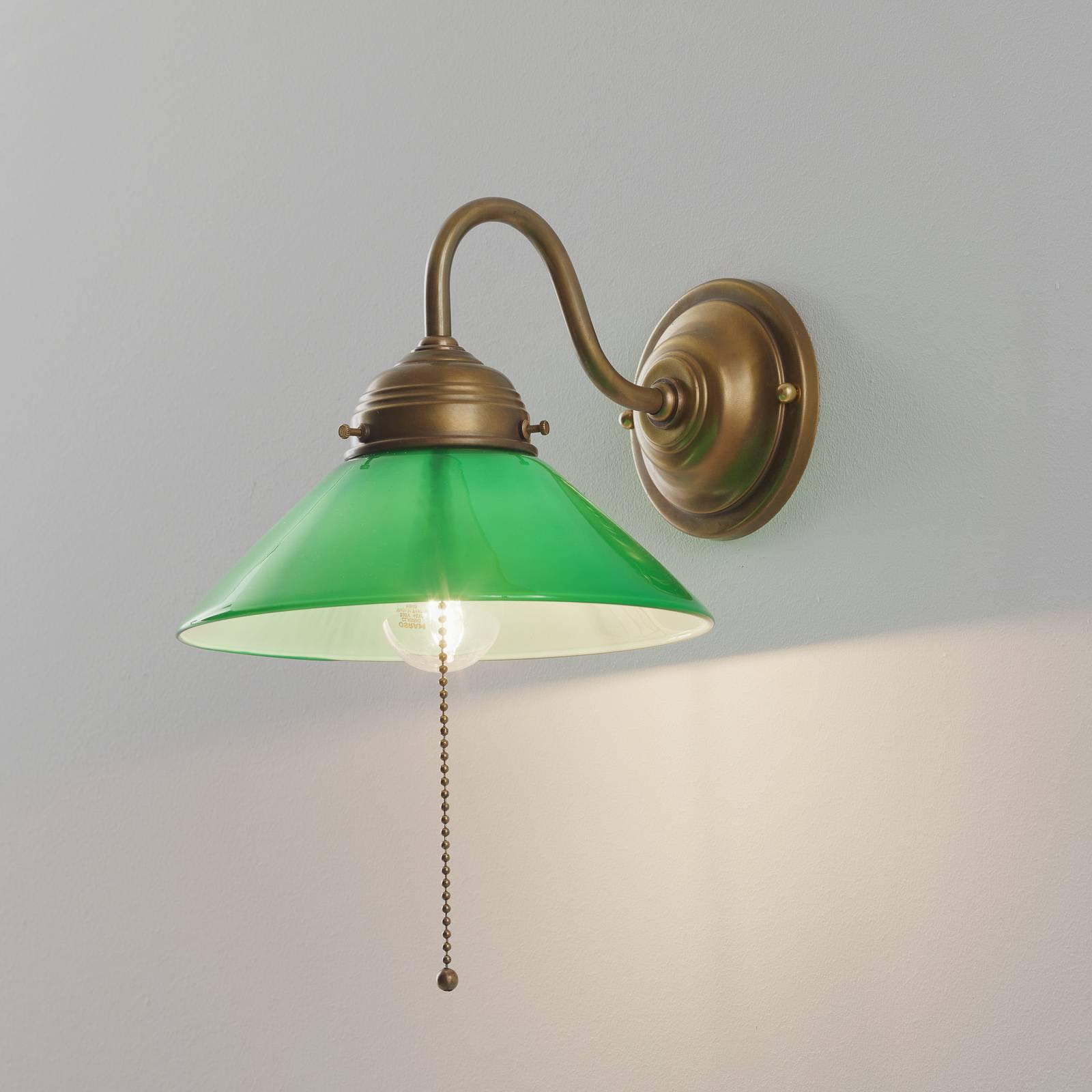 Vegglampe KONRAD med grønn glasskjerm