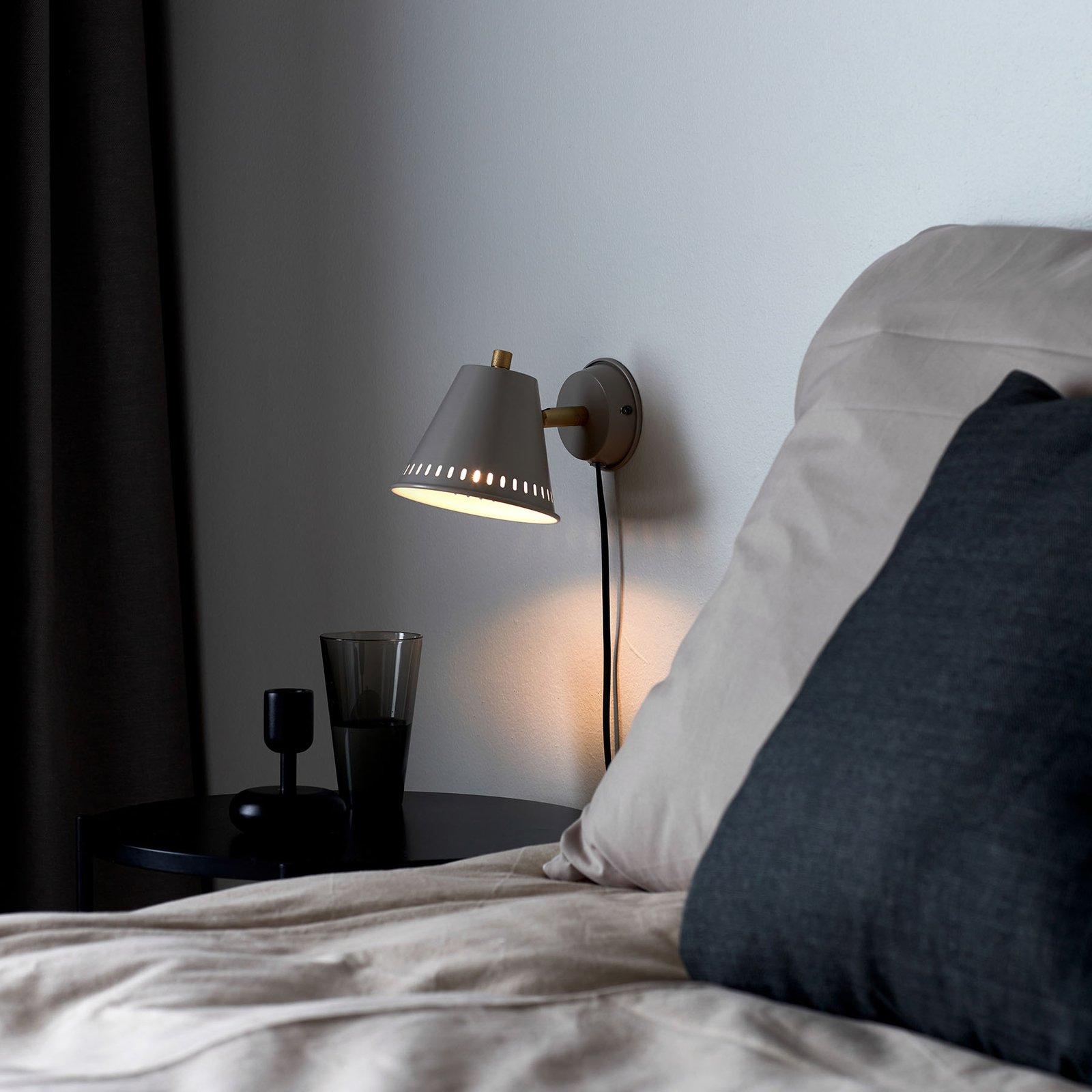 Vegglampe Pine med plugg, grå