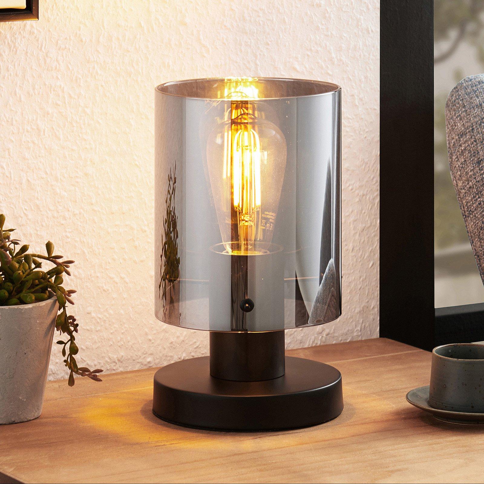 Lindby Kourtney bordlampe med glasskjerm