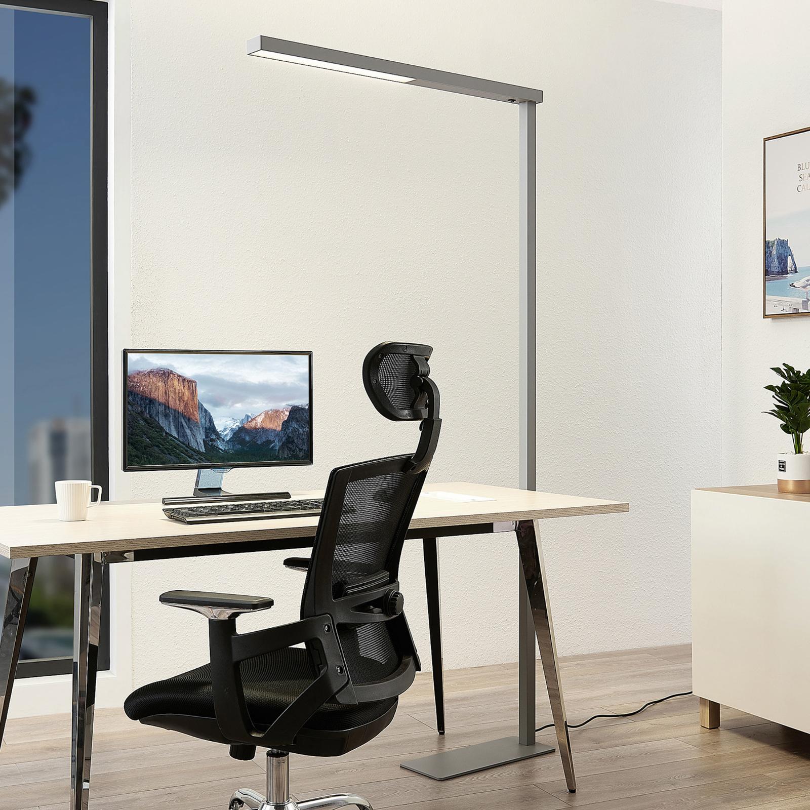 Tamilo - hopeanvärinen toimisto-lattialamppu