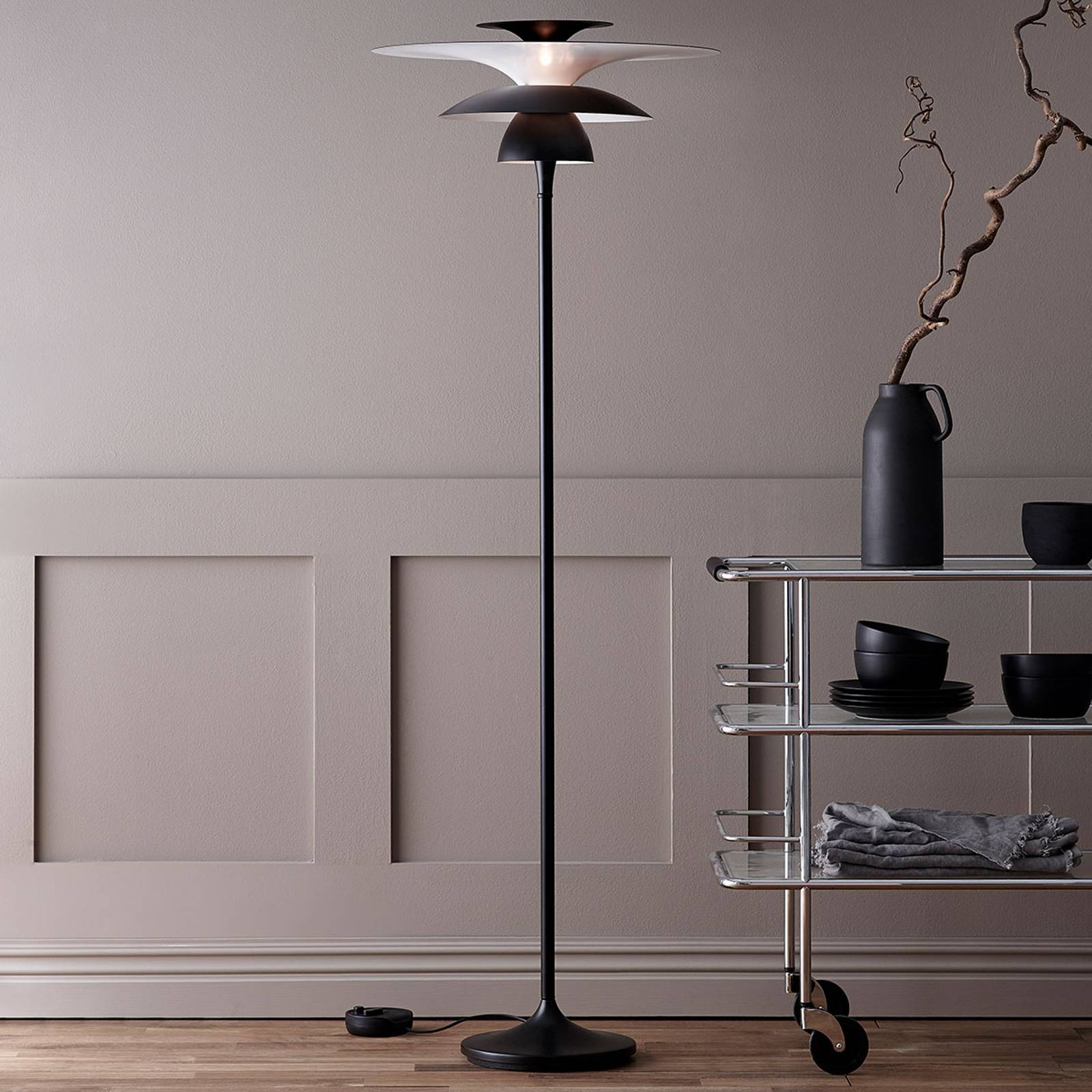 Picasso-LED-lattiavalo, varjostin 38 cm, musta